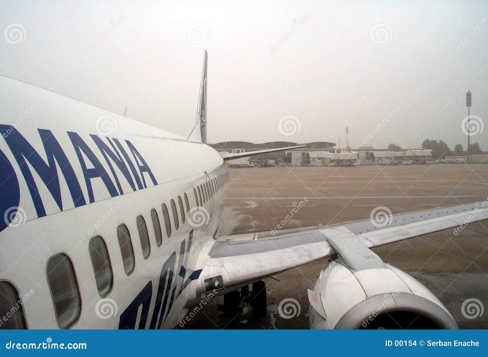 Flugzeug und Flughafen