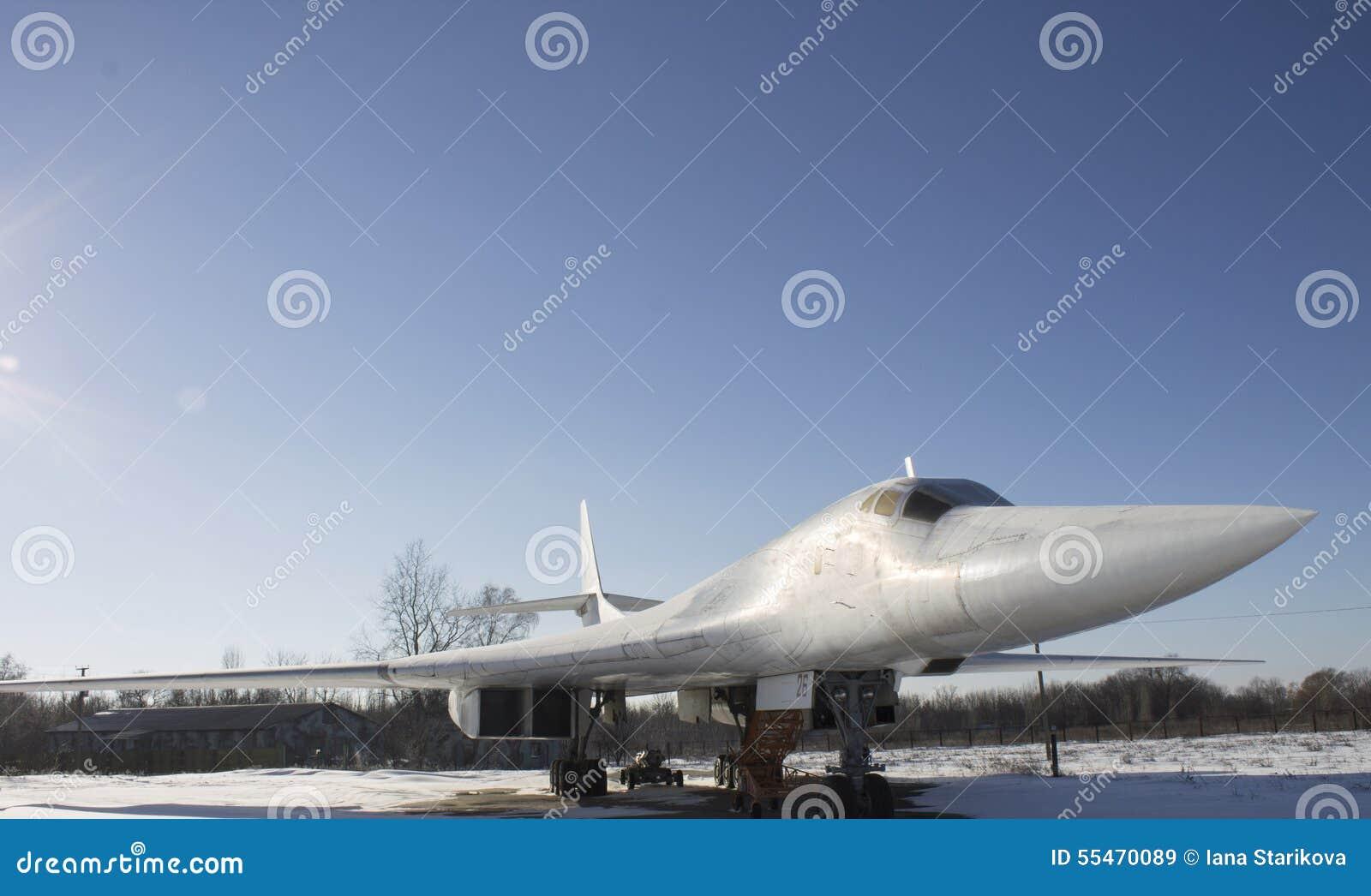 Flugzeuge des Tupolevs Tu-160 auf Poltava-Luftfahrt-Museum