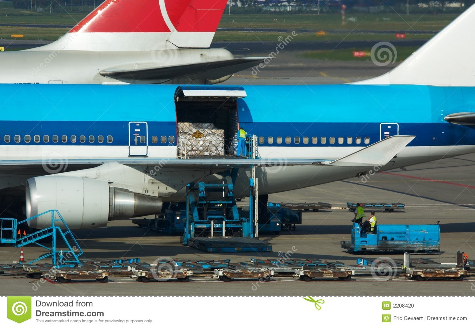 Flugzeuge, die Ladung aus dem Programm nehmen