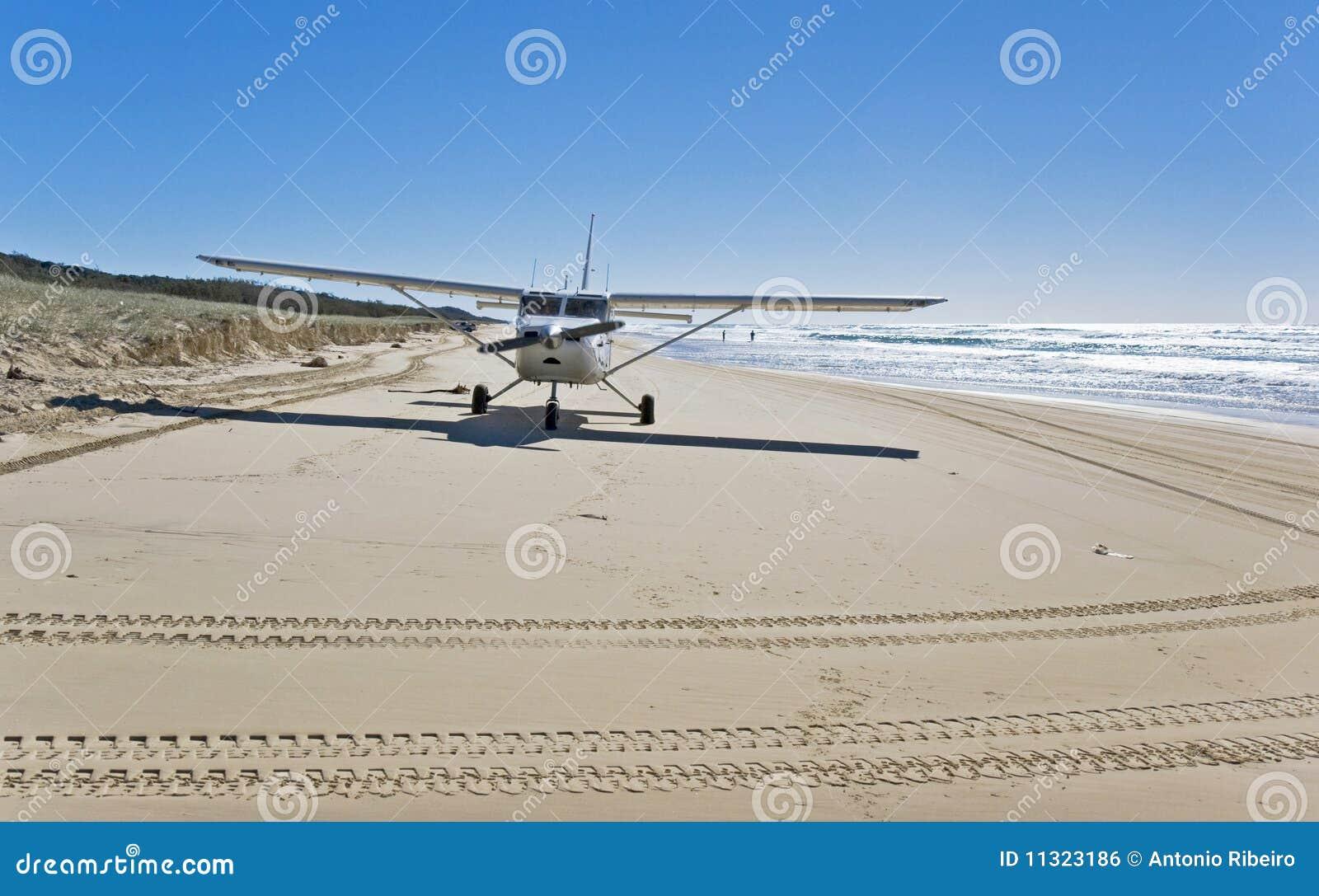 Flugzeuglandung auf dem Strand