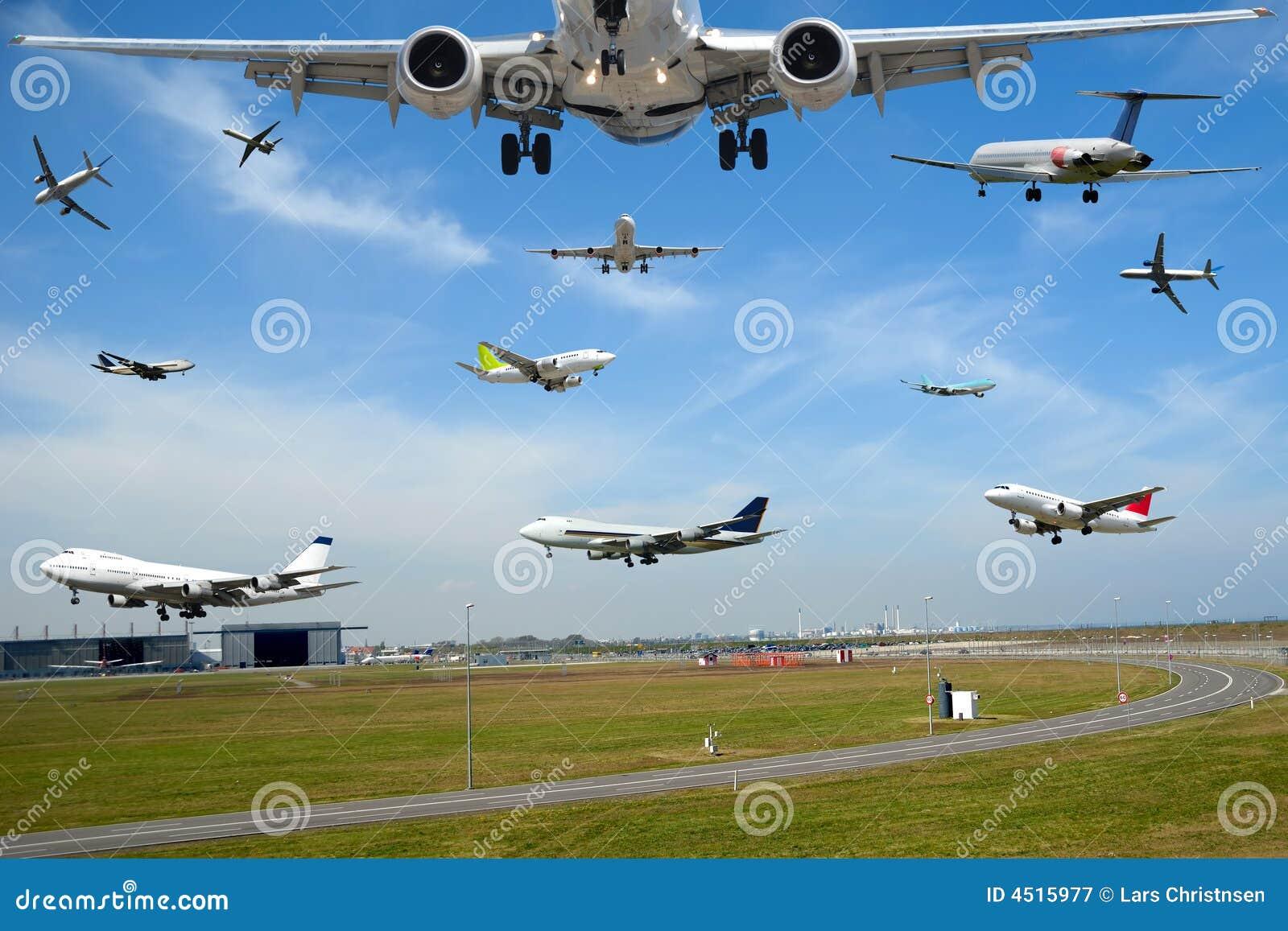 Flugzeugverkehr - flacher Verkehr im Flughafen an der Hauptverkehrszeit