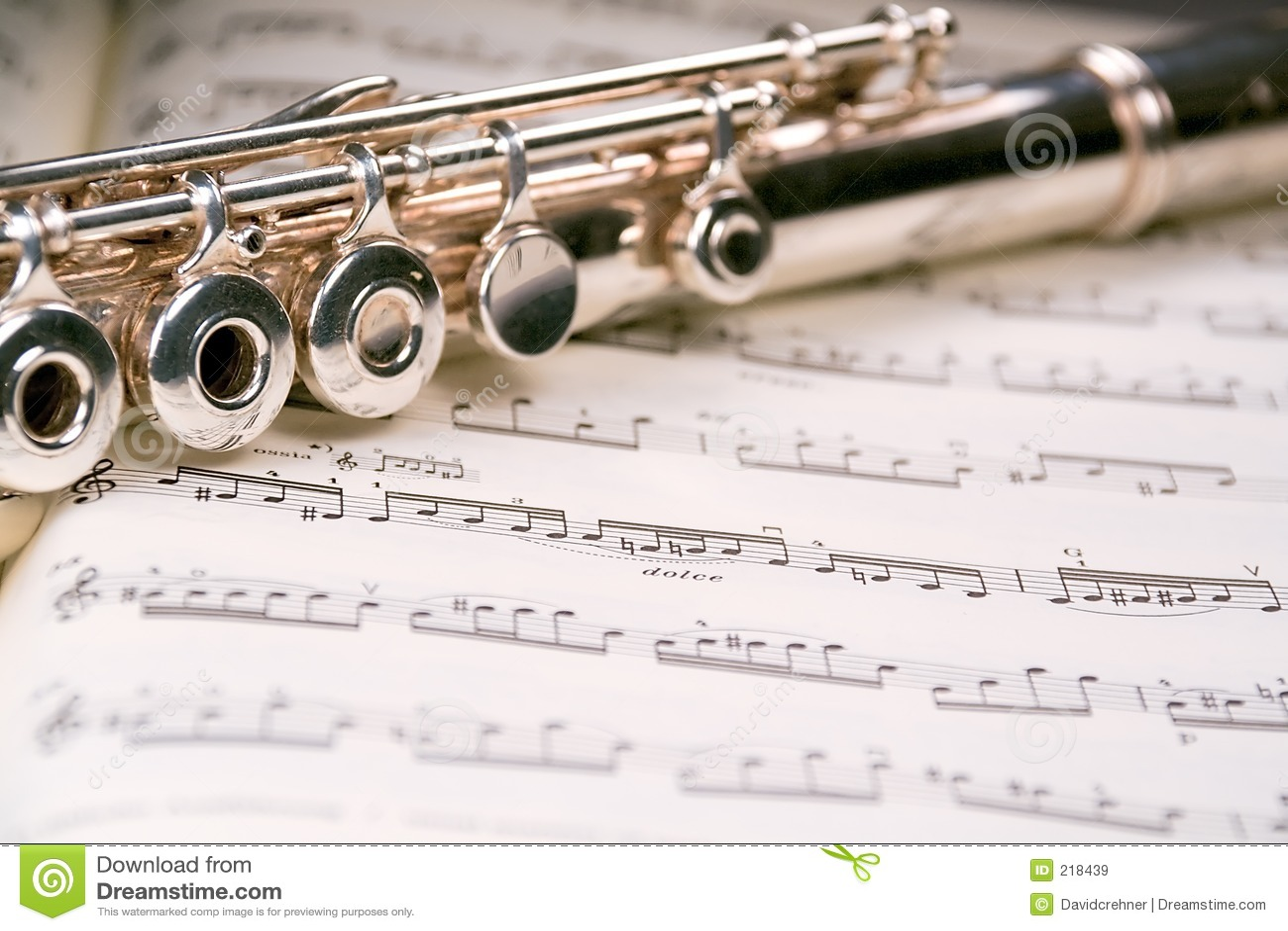 Fluit over een muzikale score