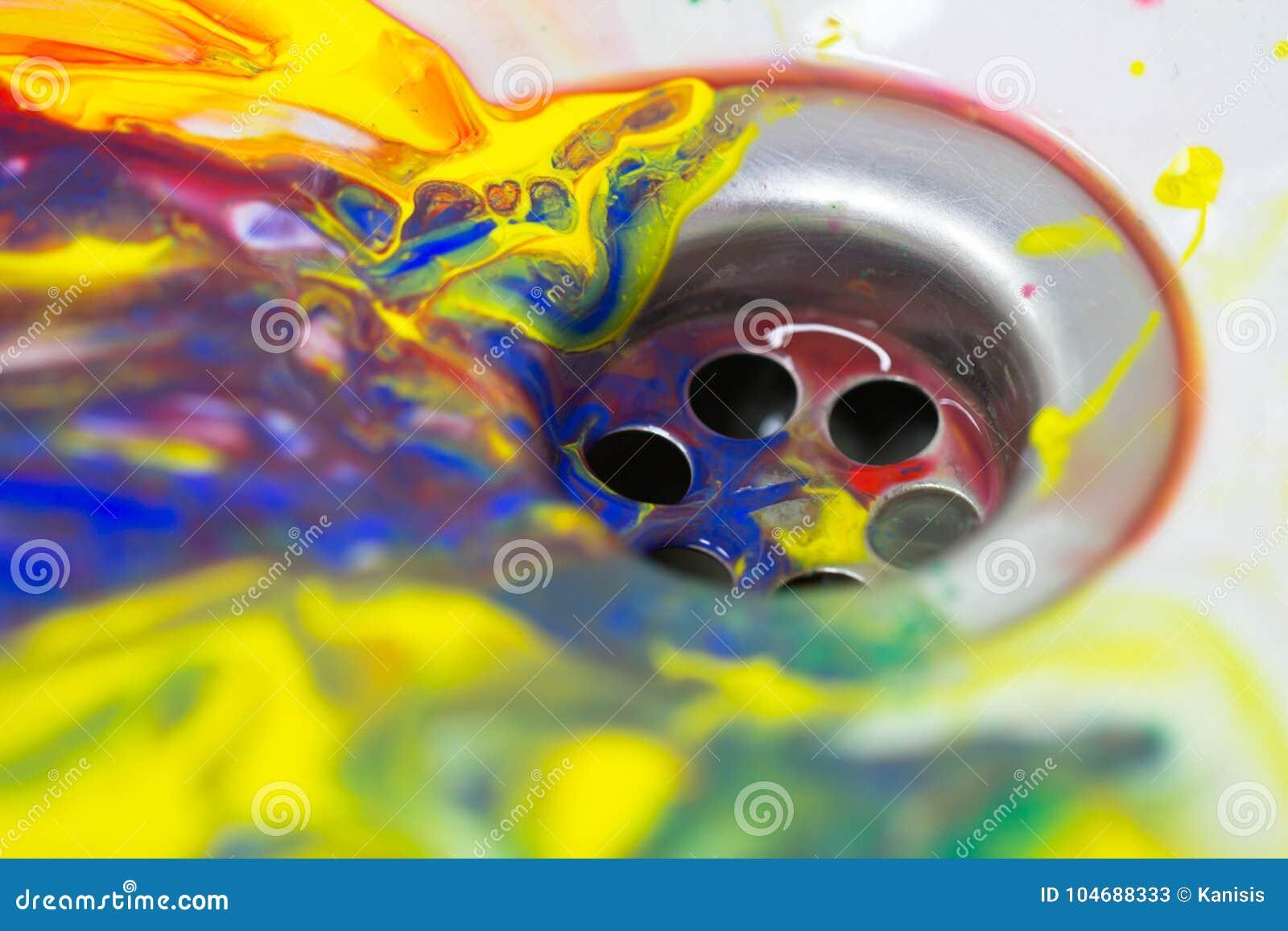 Flujo Del Color De La Pintura Del Arte En El Fregadero De Cocina ...