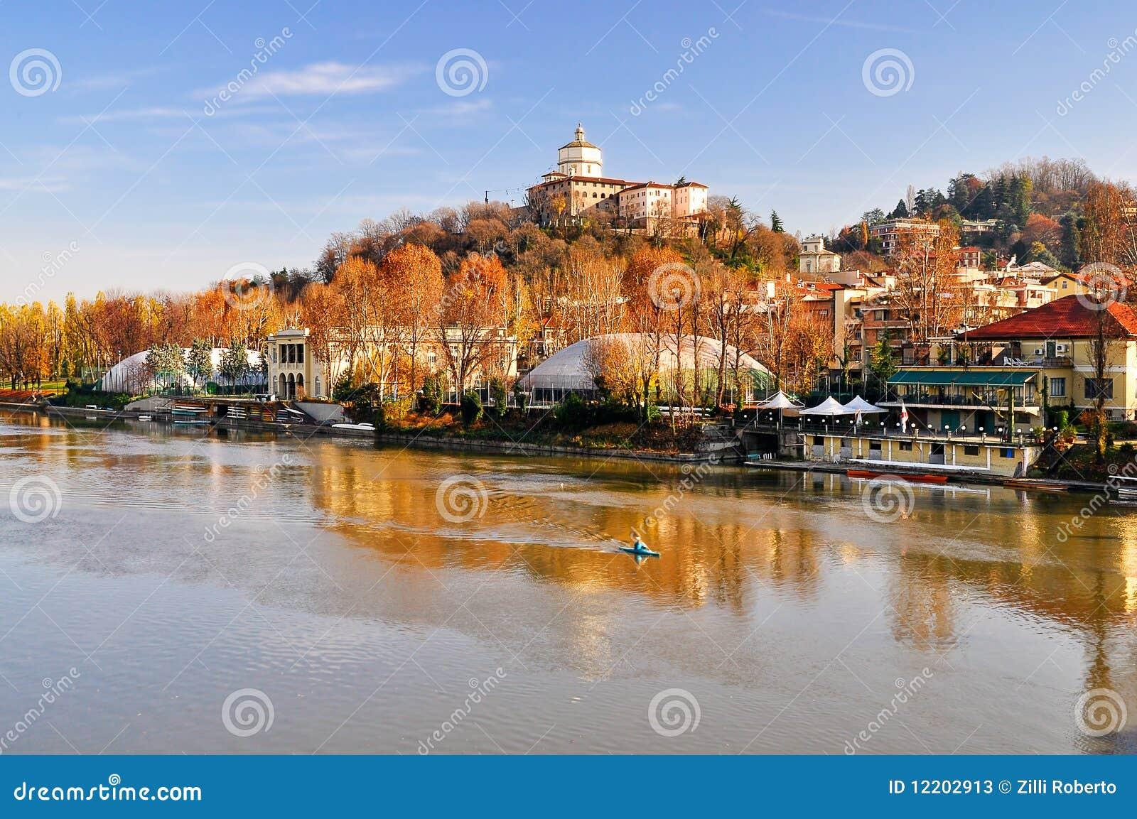 Fluss PO, Ansicht des Hügels von Capuchin