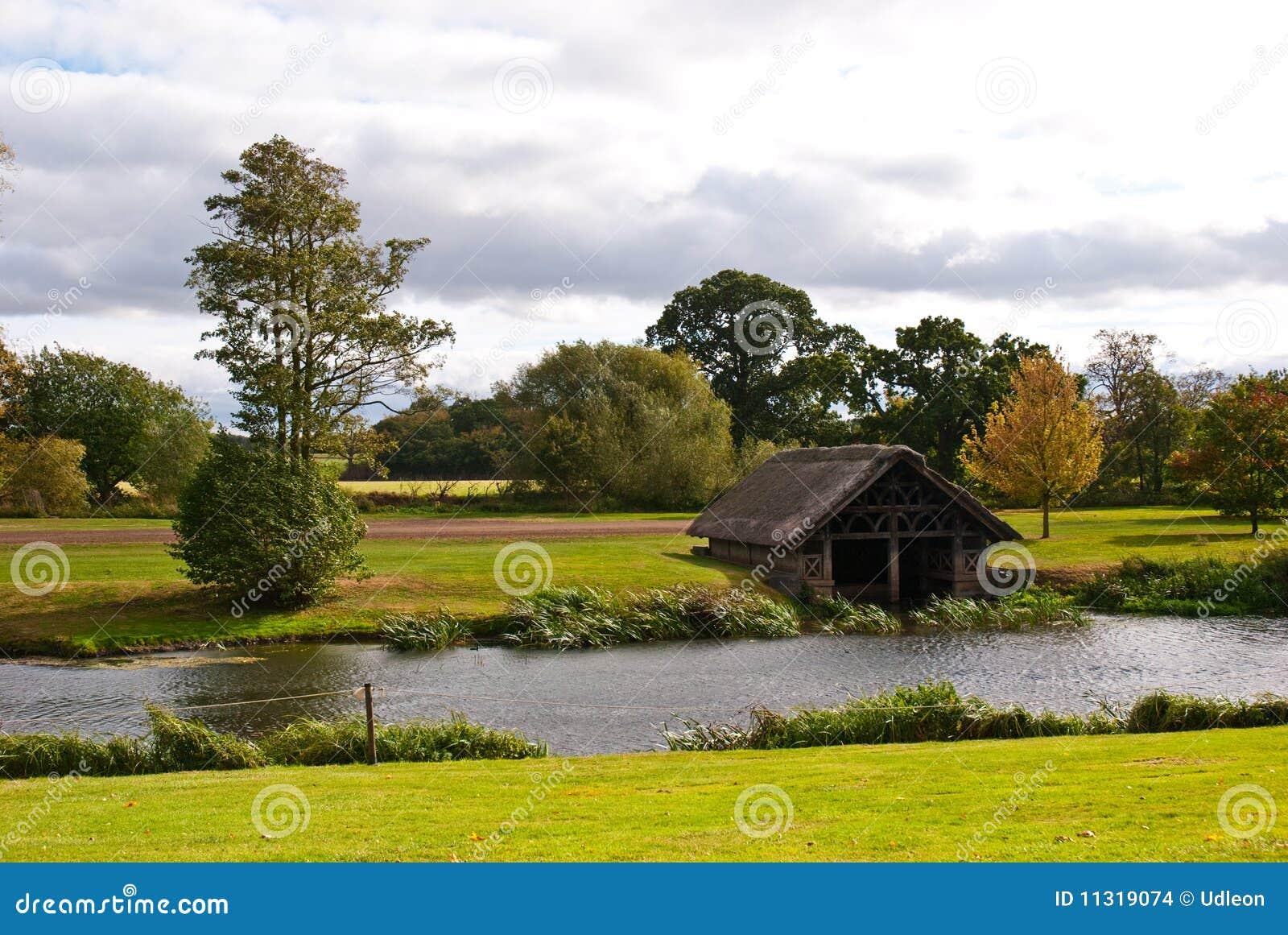Fluss und Haus