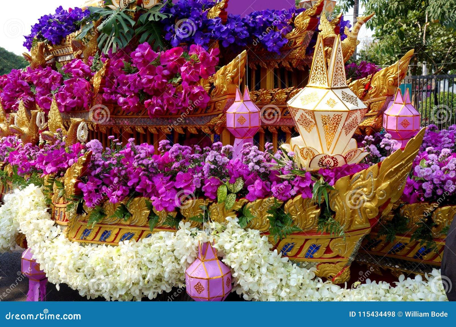 Flutuador asiático da parada do festival da flor