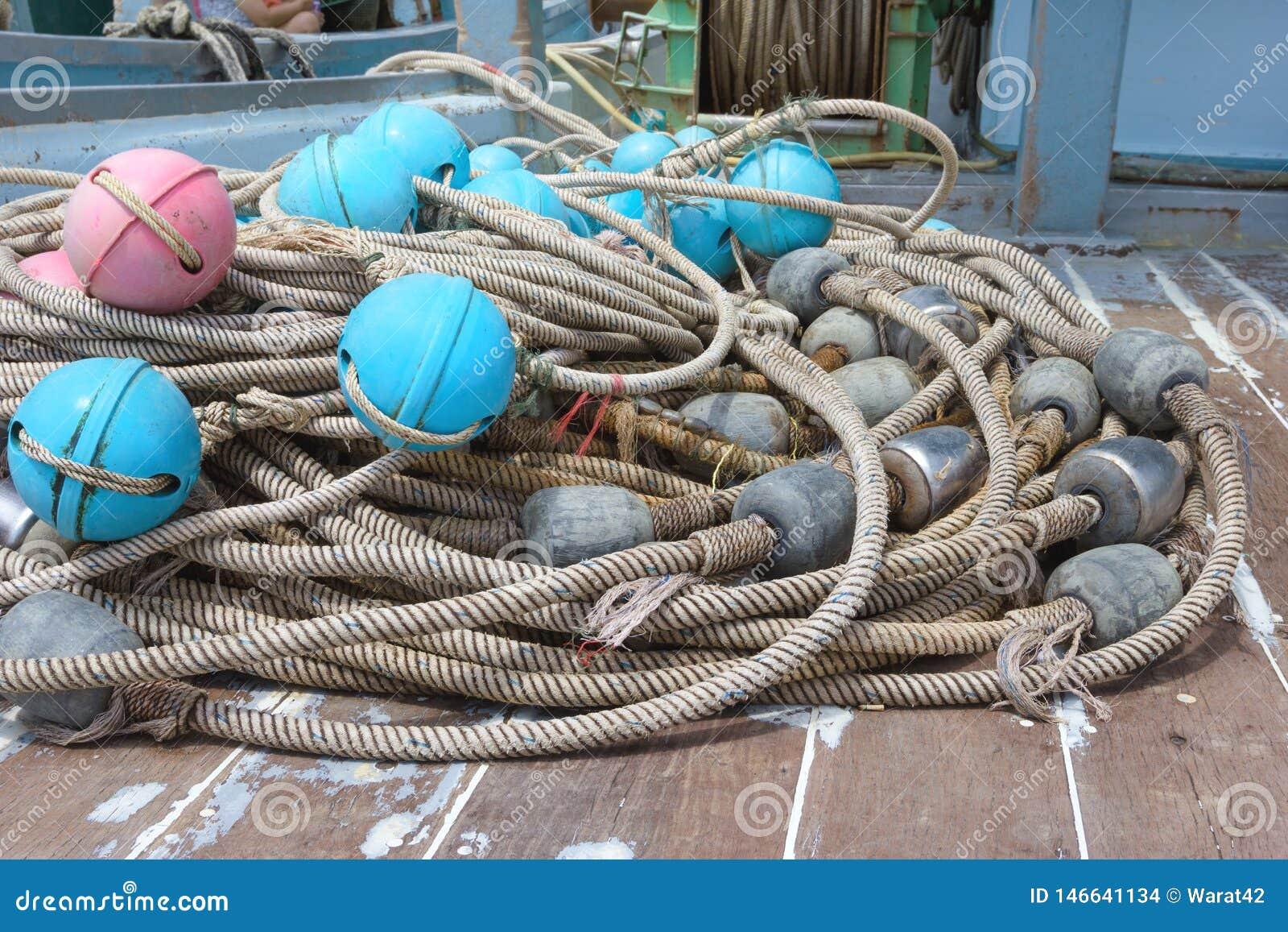 Flutuador pl?stico para redes de pesca no navio
