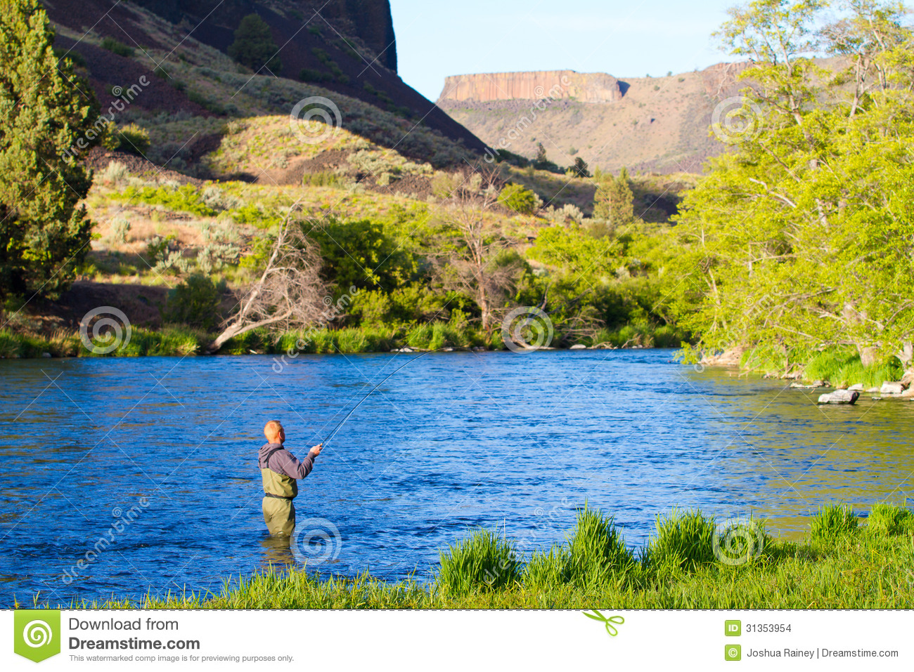 Fly fisherman deschutes river stock images image 31353954 for Oregon free fishing