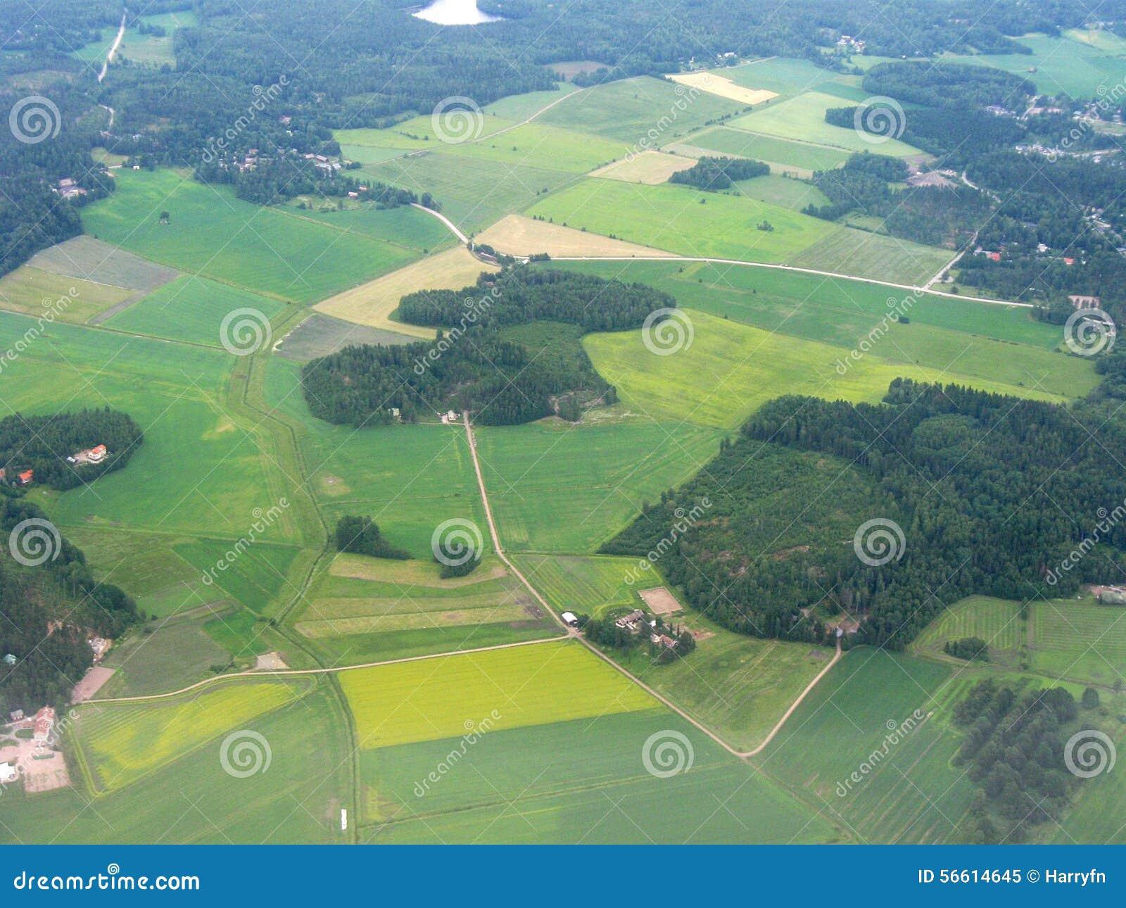 Flyg- bild av finlandssvenskt landskap