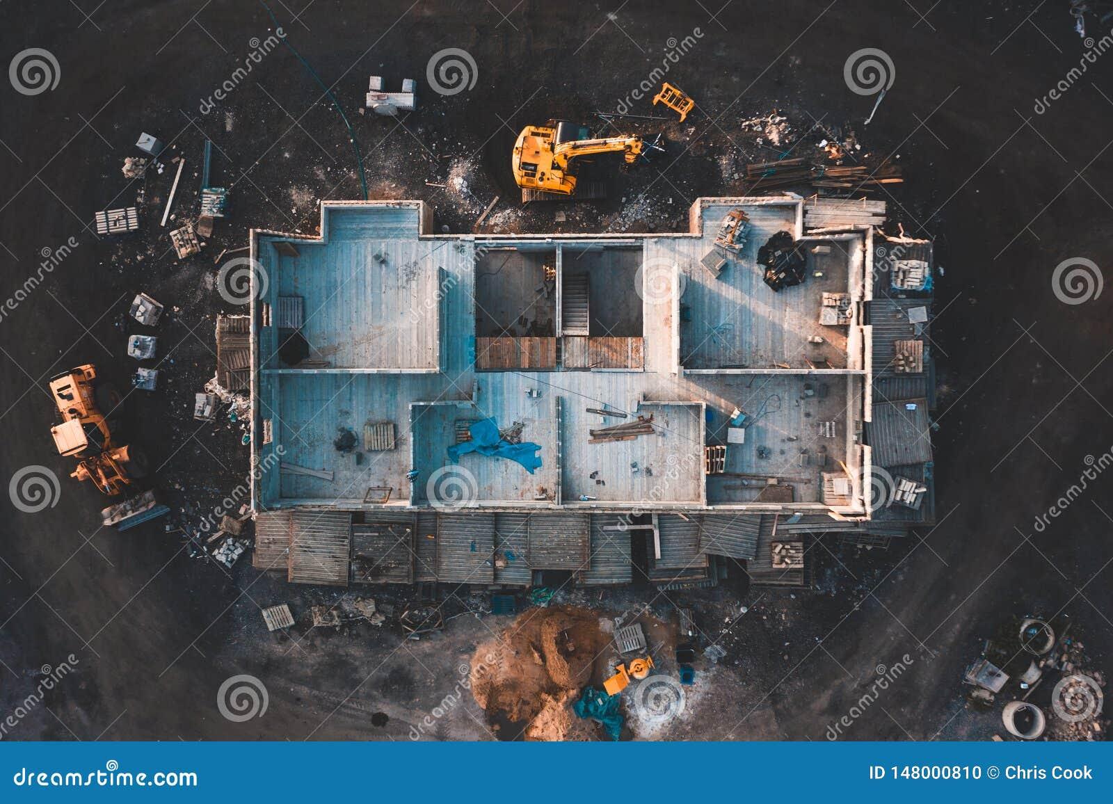 Flyg- birdseye avbildar av ett hus som byggs