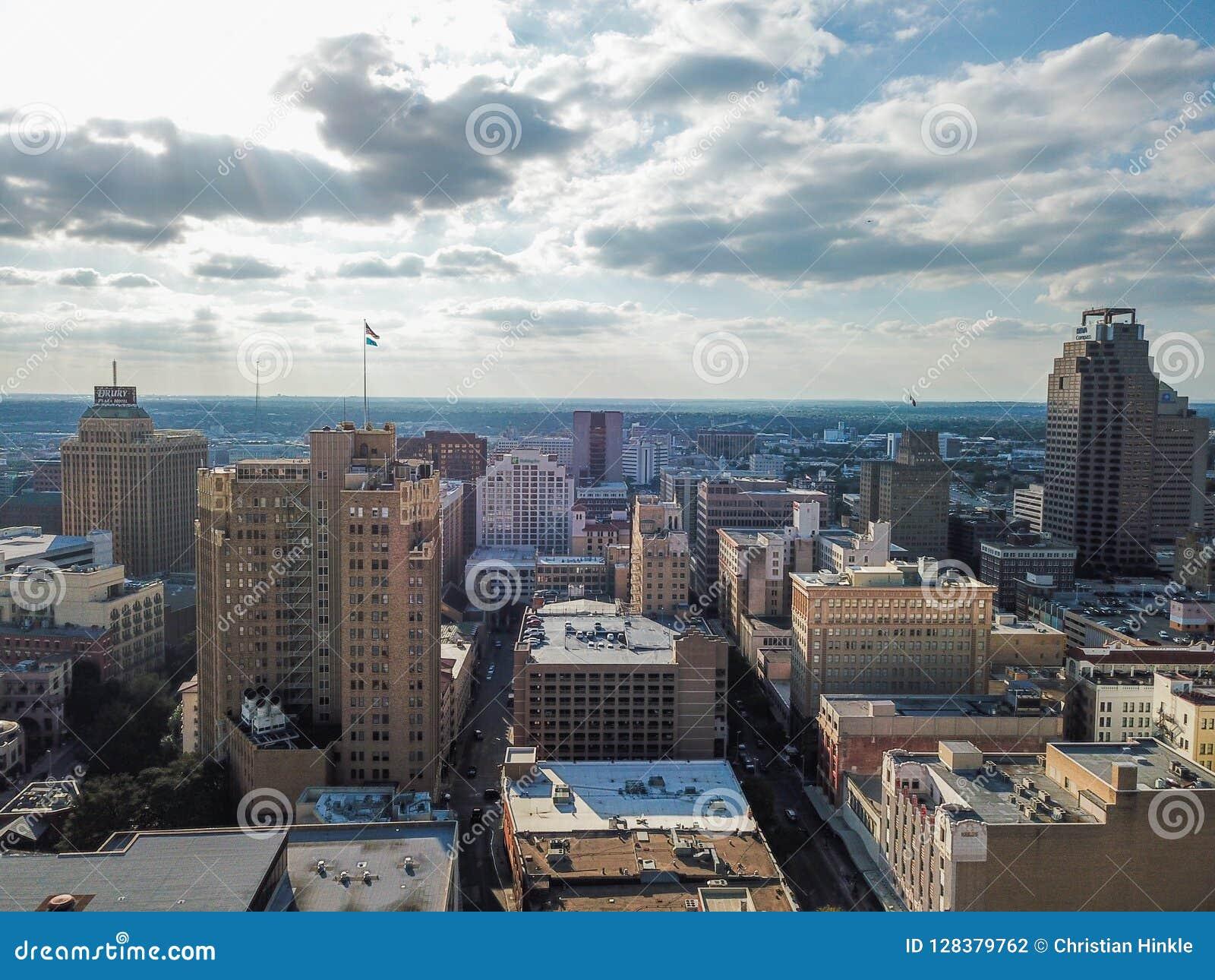 Flyg- Cityscape av i stadens centrum San Antonio, Texas Facing Towards E