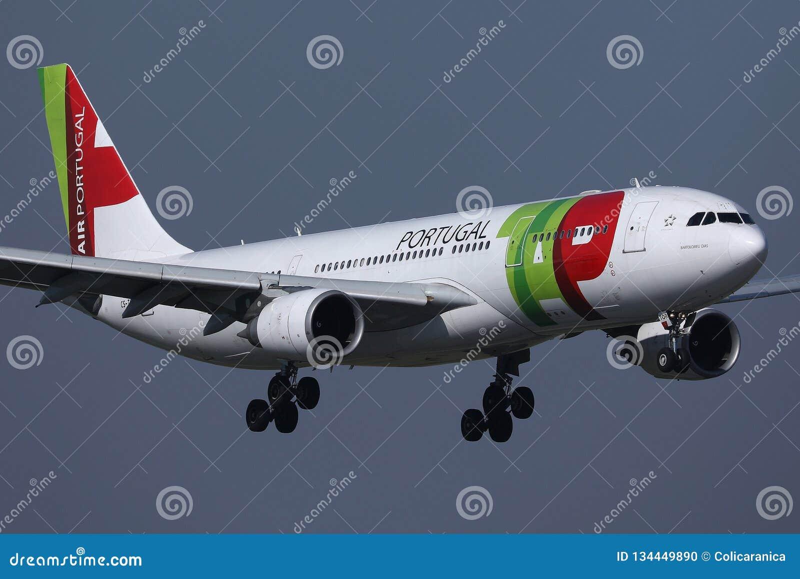Flyg f?r KLAPPAir Portugal niv? upp i himlen