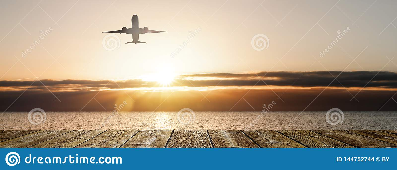 Flyg i solnedgången