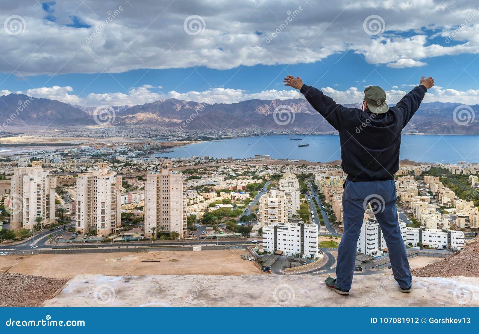 watch 3f066 afd9f Bilden togs från kullar för öken` som s omger den Eilat staden, Israel
