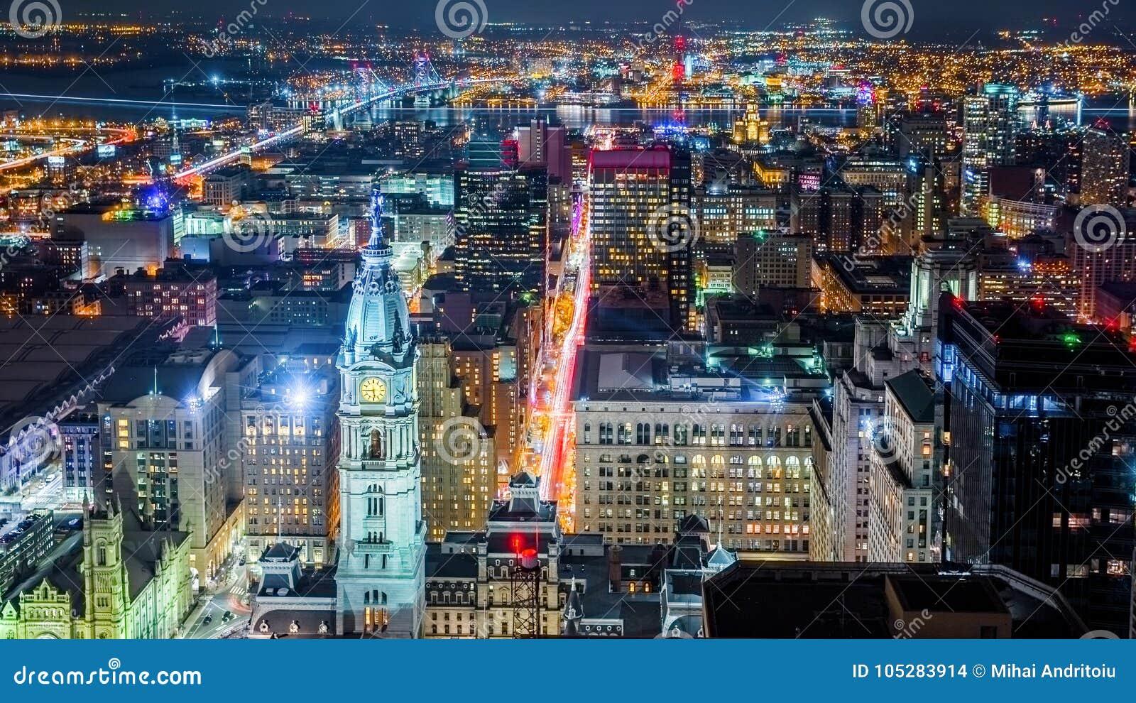 Flyg- Philadelphia cityscape vid natt