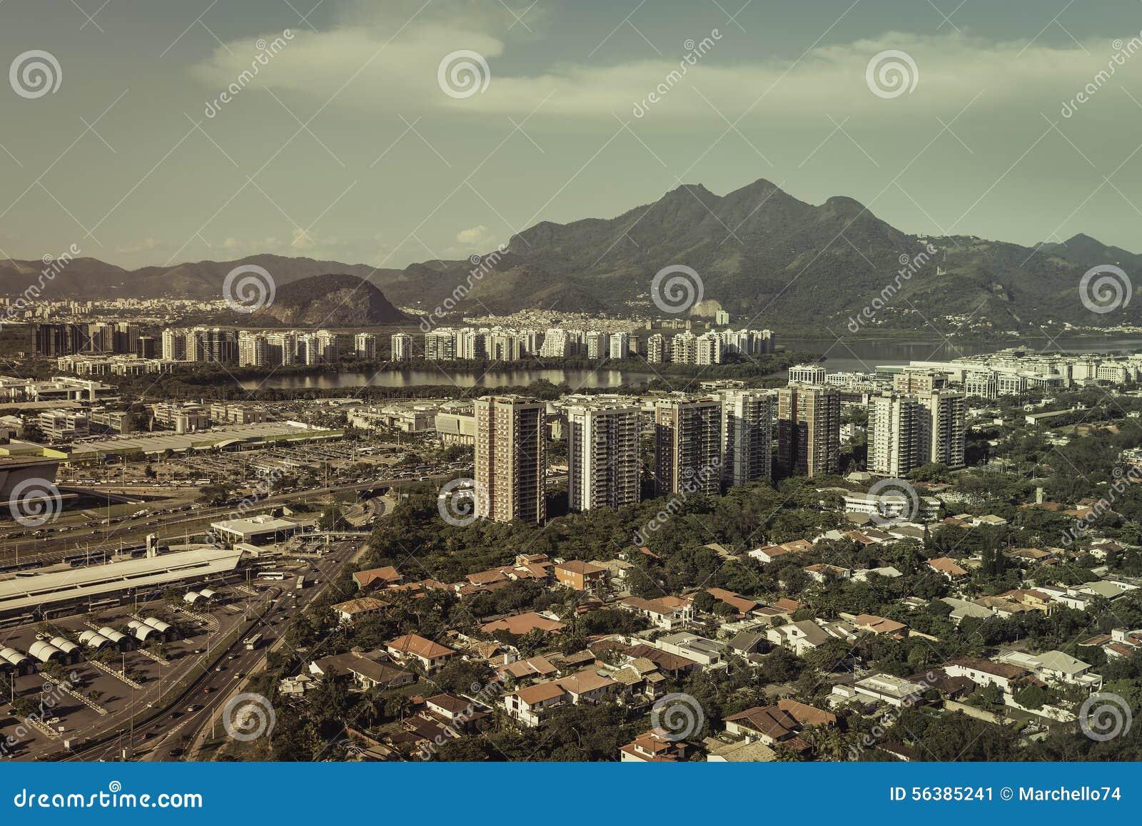 Flyg- sikt av den moderna brasilianska staden