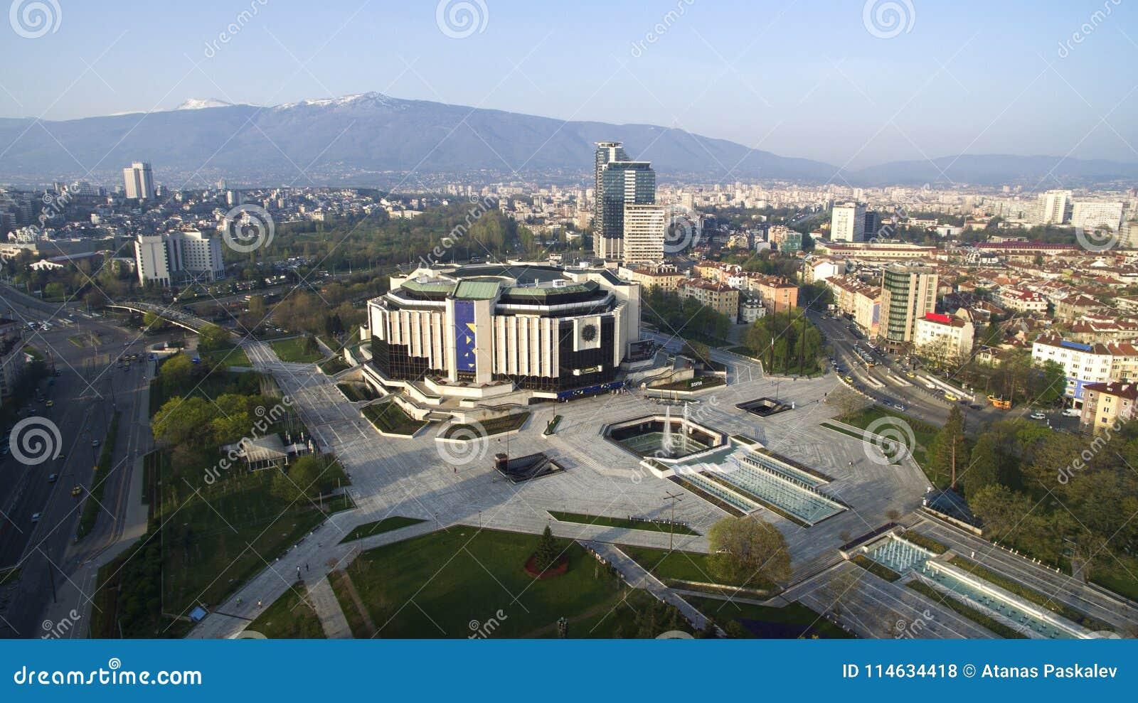 Flyg- sikt av den nationella slotten av kultur NDK, Sofia, Bulgarien