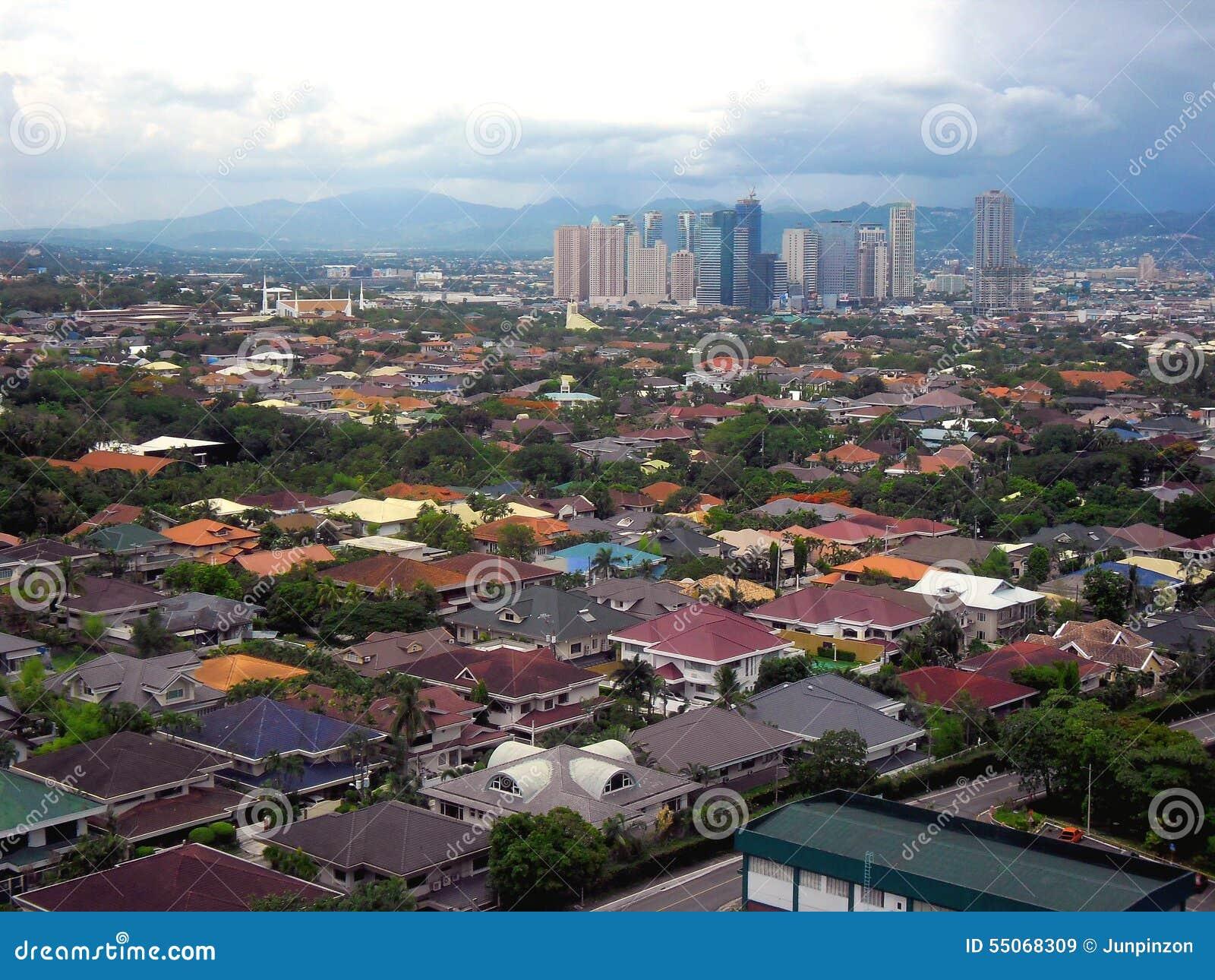 Flyg- sikt av den Pasig, Marikina och Quezon staden i Filippinerna, Asien