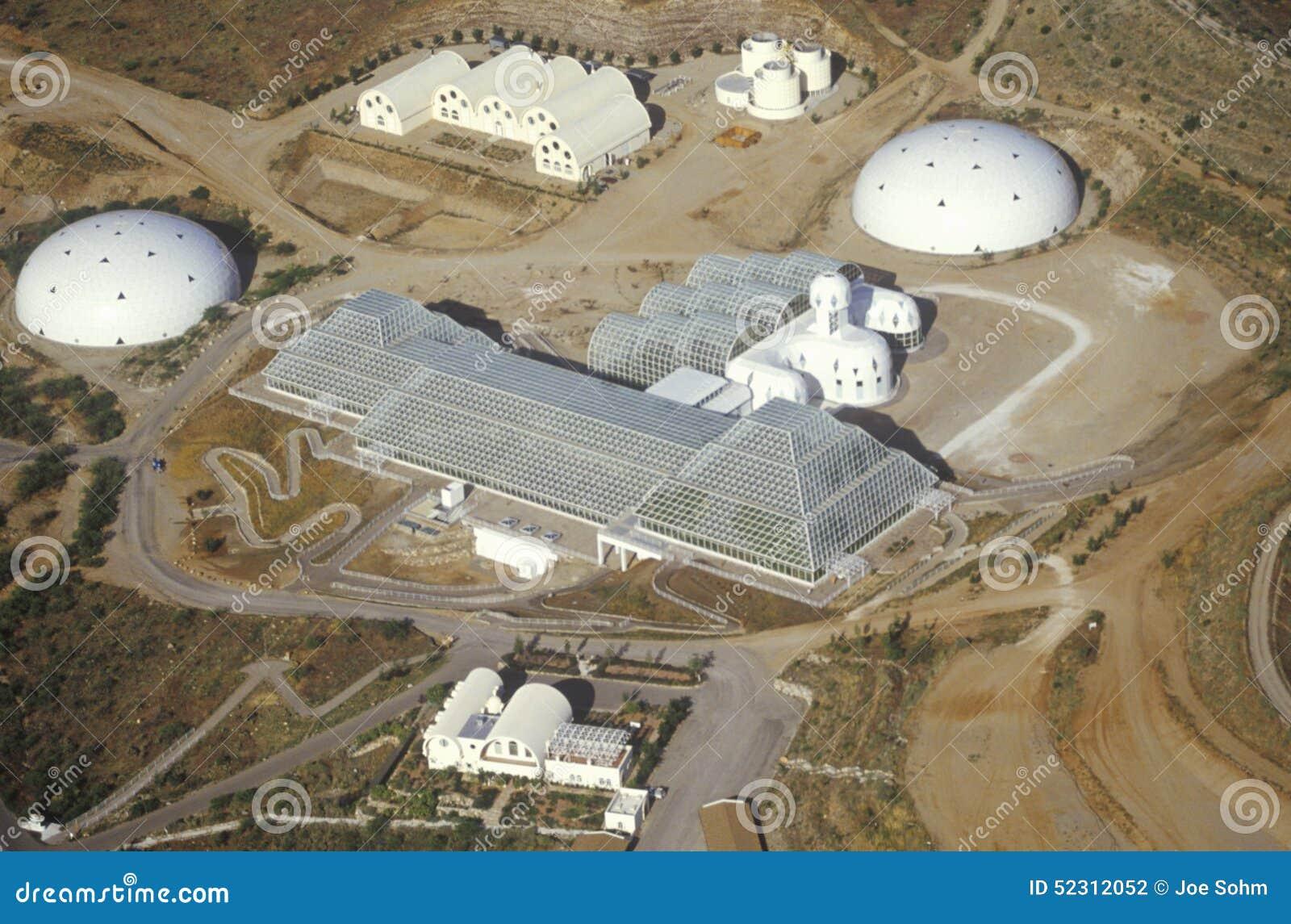 Flyg- sikt av det bifogade ekosystemet av biosfär 2 på Oracle i Tucson, AZ