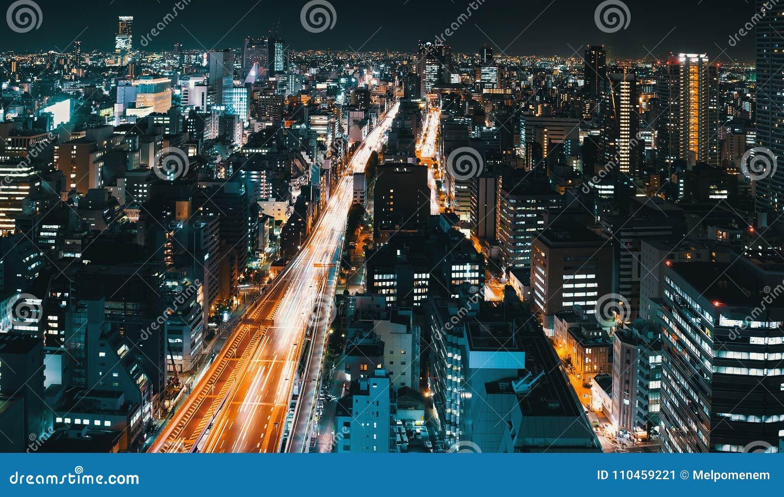 Flyg- sikt av en huvudväg i Osaka