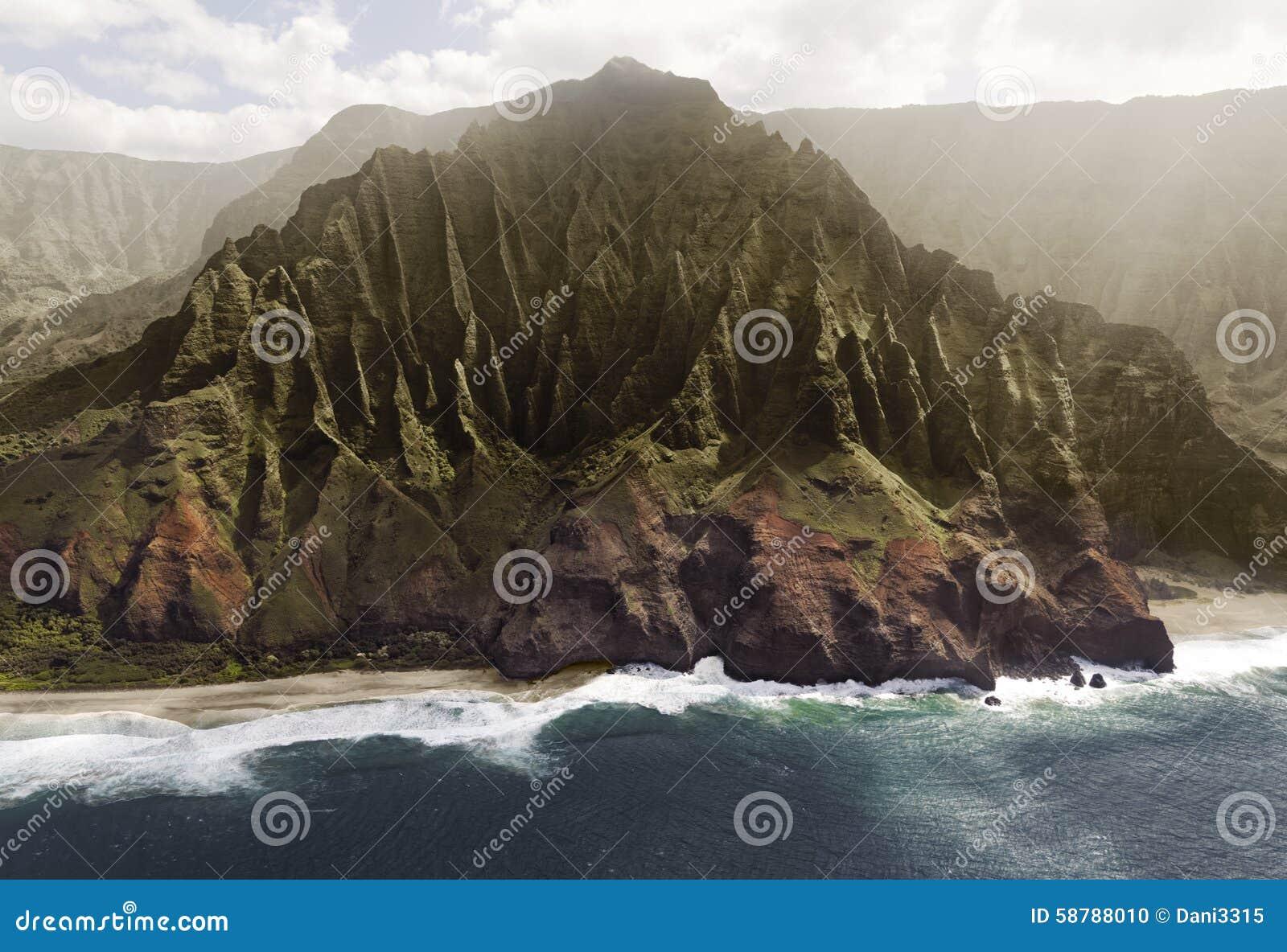 Flyg- sikt av kusten för Na Pali på den Kauai ön, Hawaii