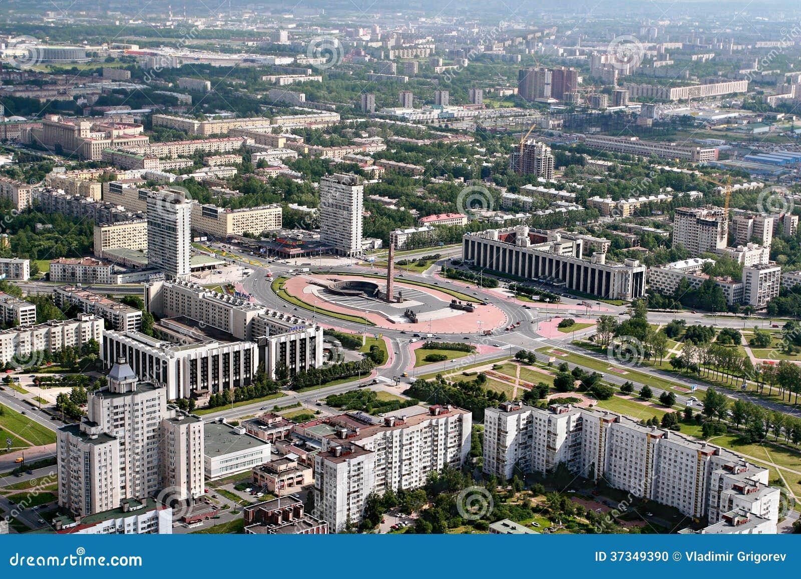 Flyg- sikt av Moskvaområdet av St Petersburg, Ryssland.