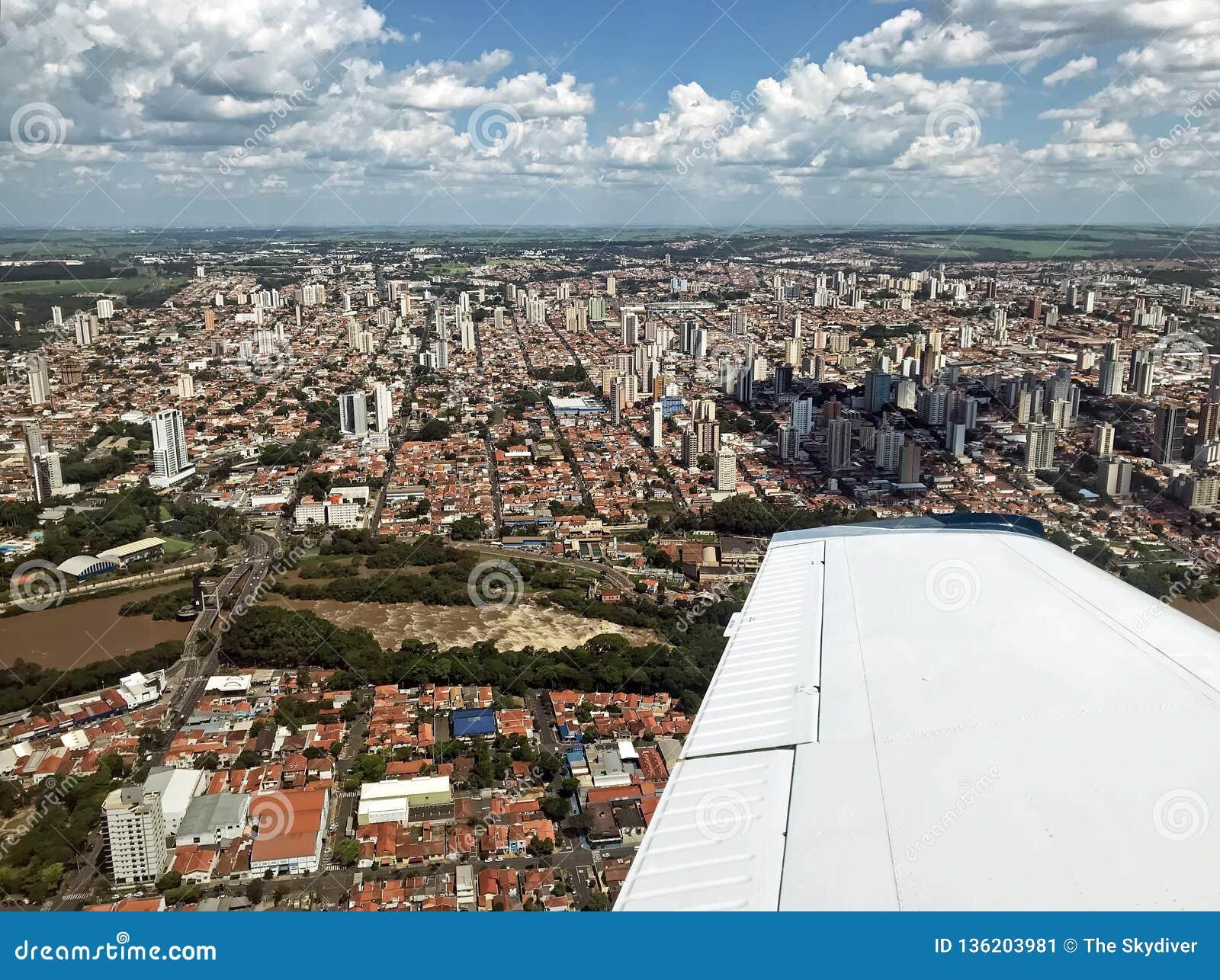 Flyg- sikt av Piracicaba SP Brasilien