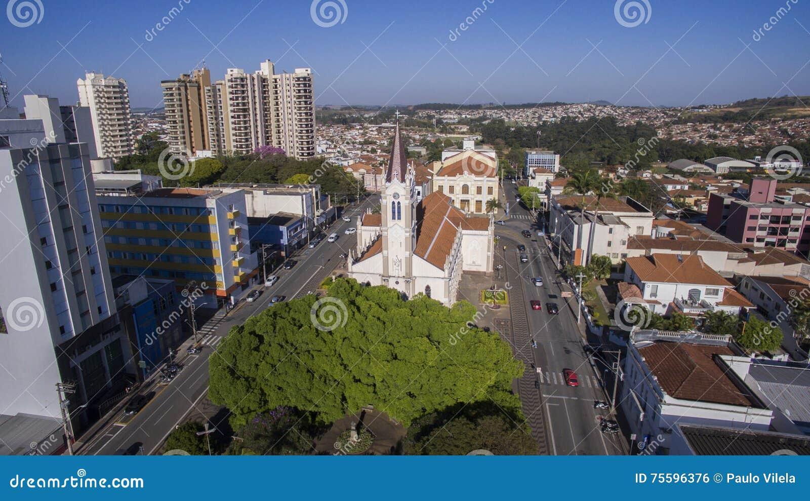 Flyg- sikt av staden av Sao Joao da Boa Vista i Sao Paulo st