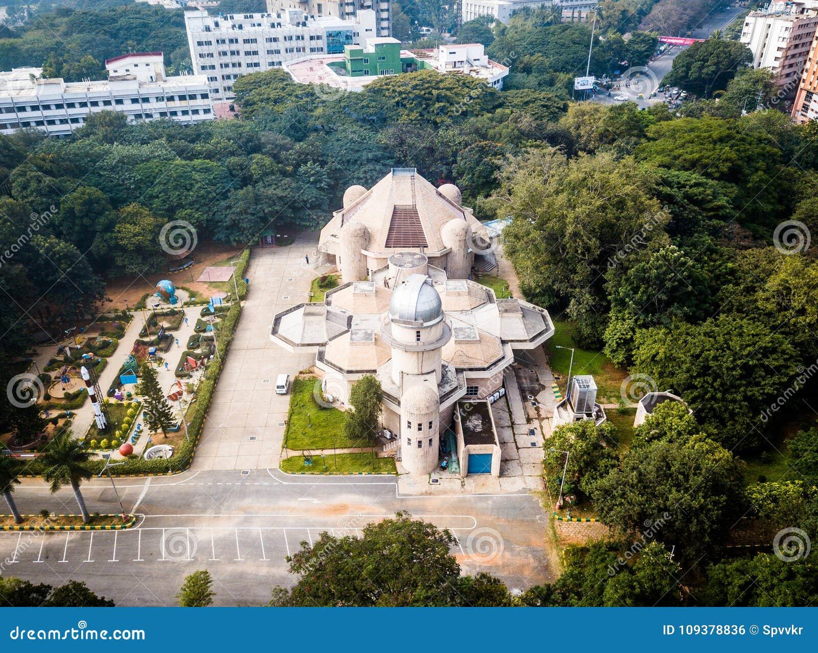 Flyg- sikt av staden Bangalore i Indien