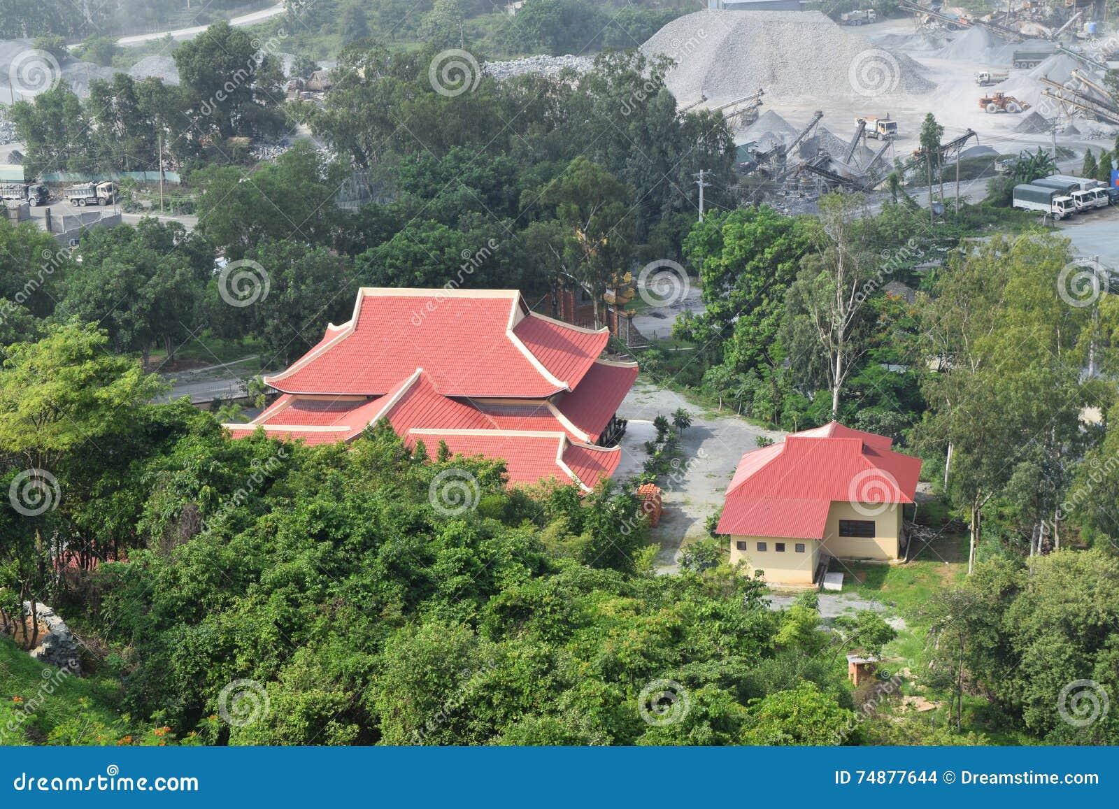 Flyg- sikt för Chau Thoi tempel i Vietnam