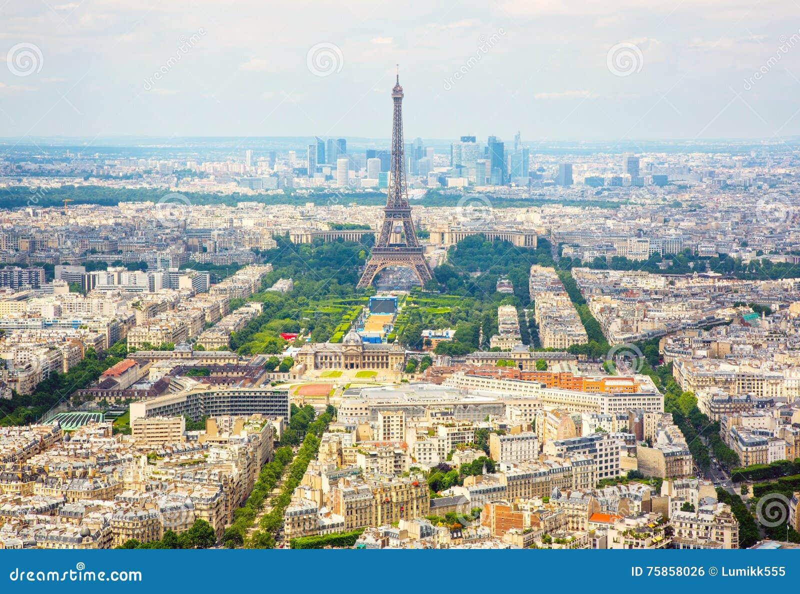 Flyg- sikt för panorama på Eiffeltorn i Paris