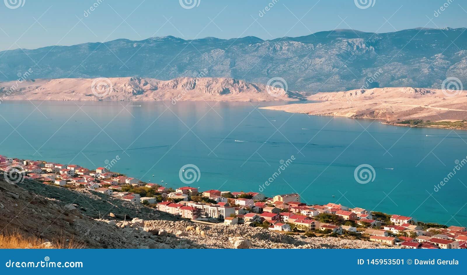 Flyg- sikt f?r Pag-? Sikten p? det kroatiska havet, Dalmatia, Kroatien