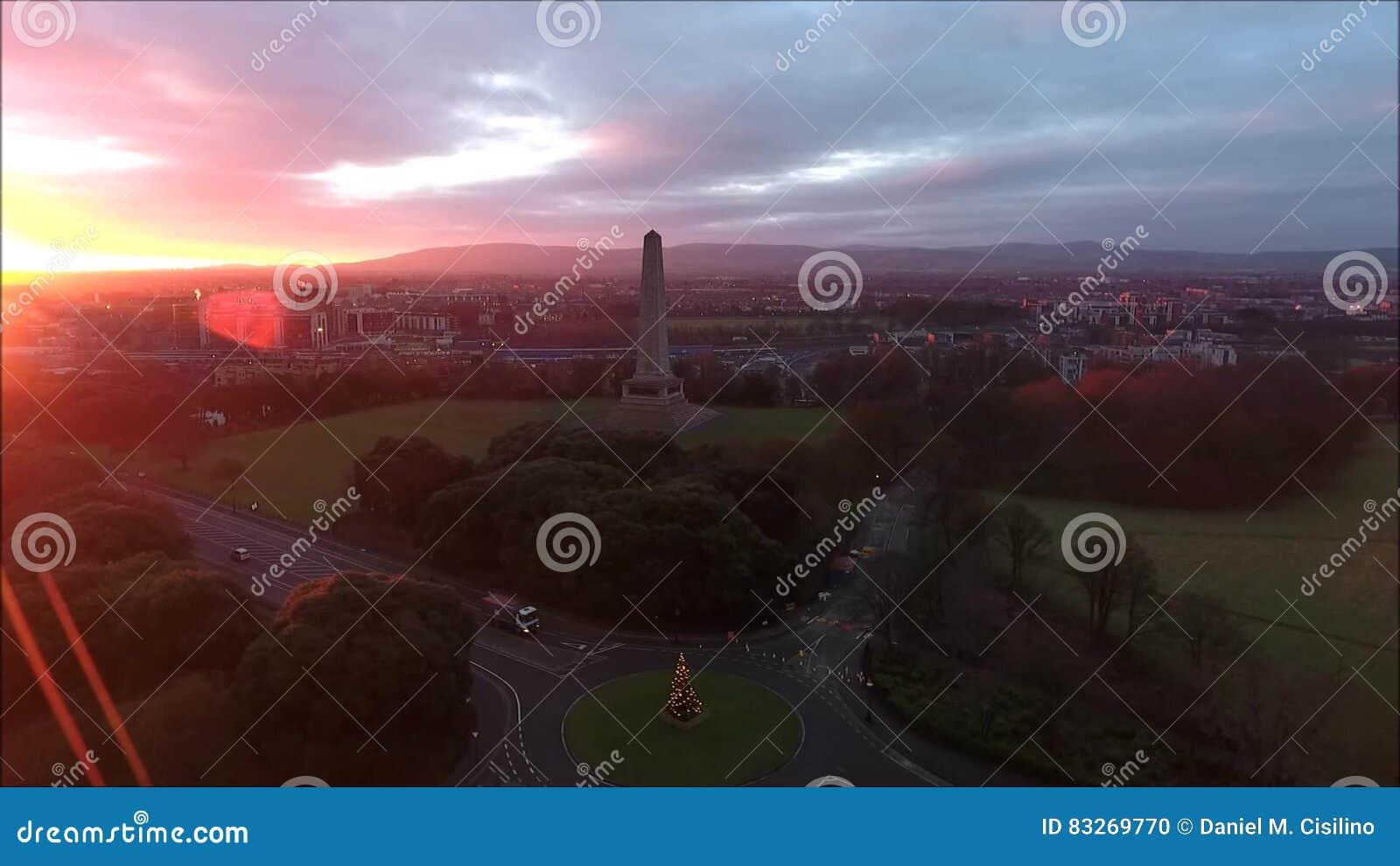 flyg- sikt Phoenix parkerar och Wellington Monument dublin ireland arkivfilmer