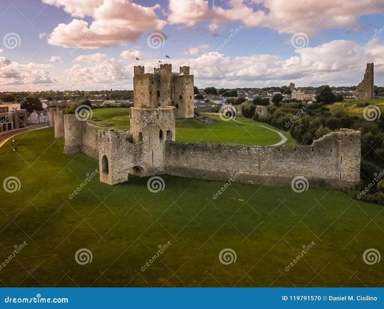 Flyg- sikt Välskött slott ståndsmässiga Meath ireland