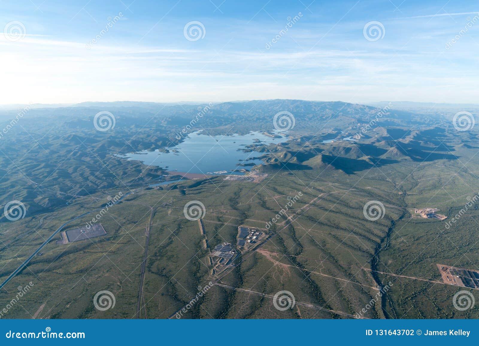 Flyg- sjösikt - angenäm sjö, Arizona öken