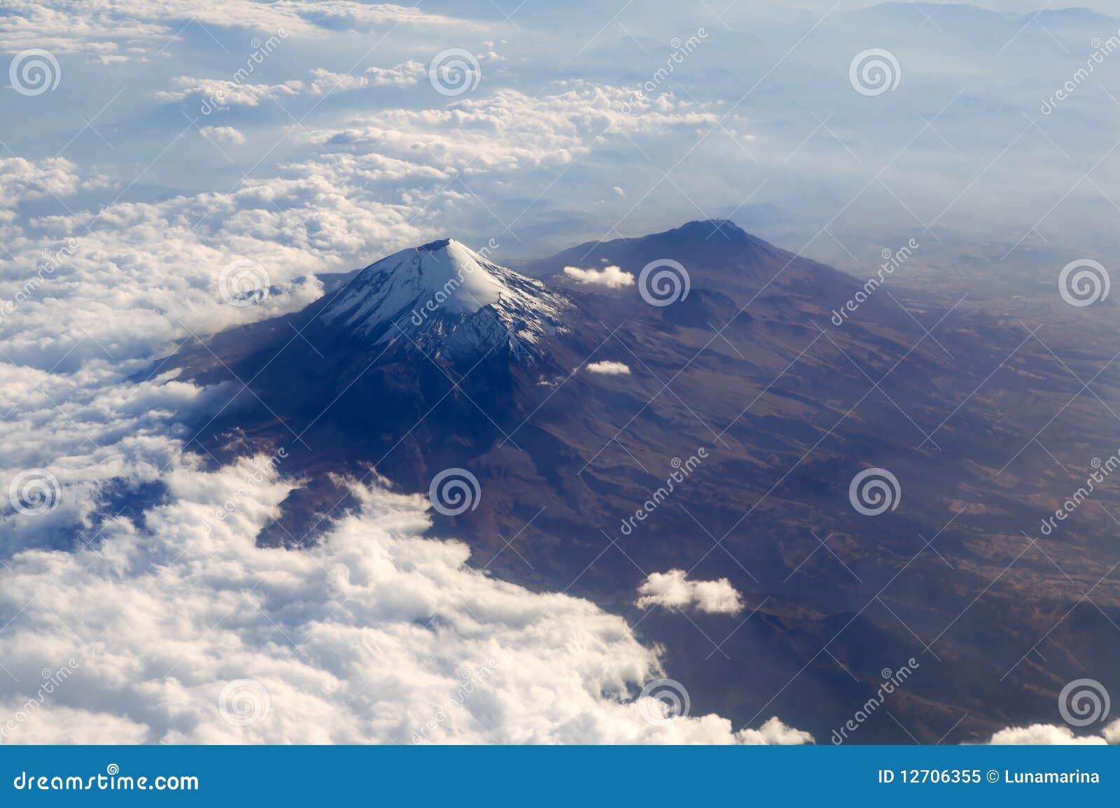 Flyg- vulkan för sikt för popocatepetl för stadsdf mexico