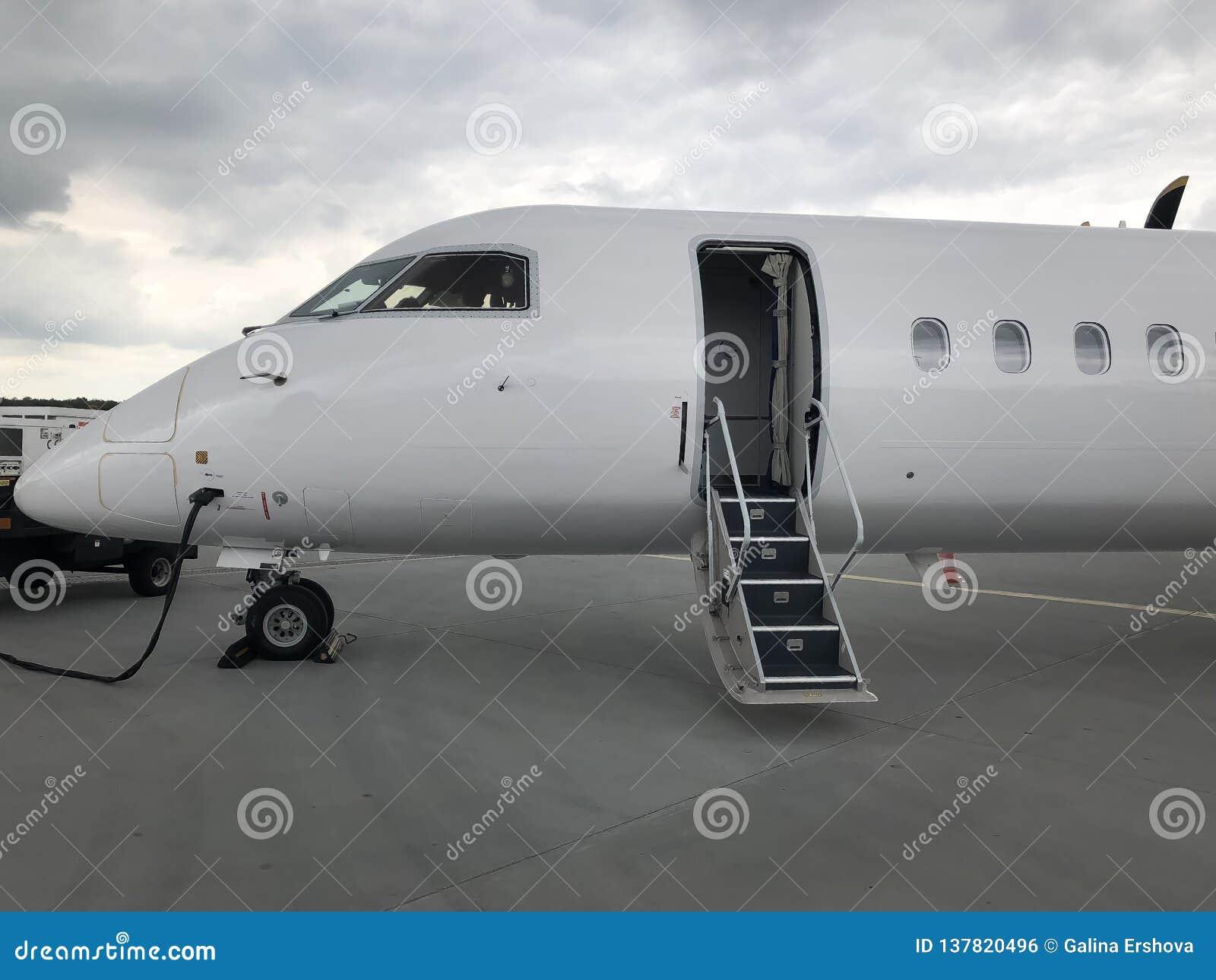 Flygplan ordnar till för avvikelse