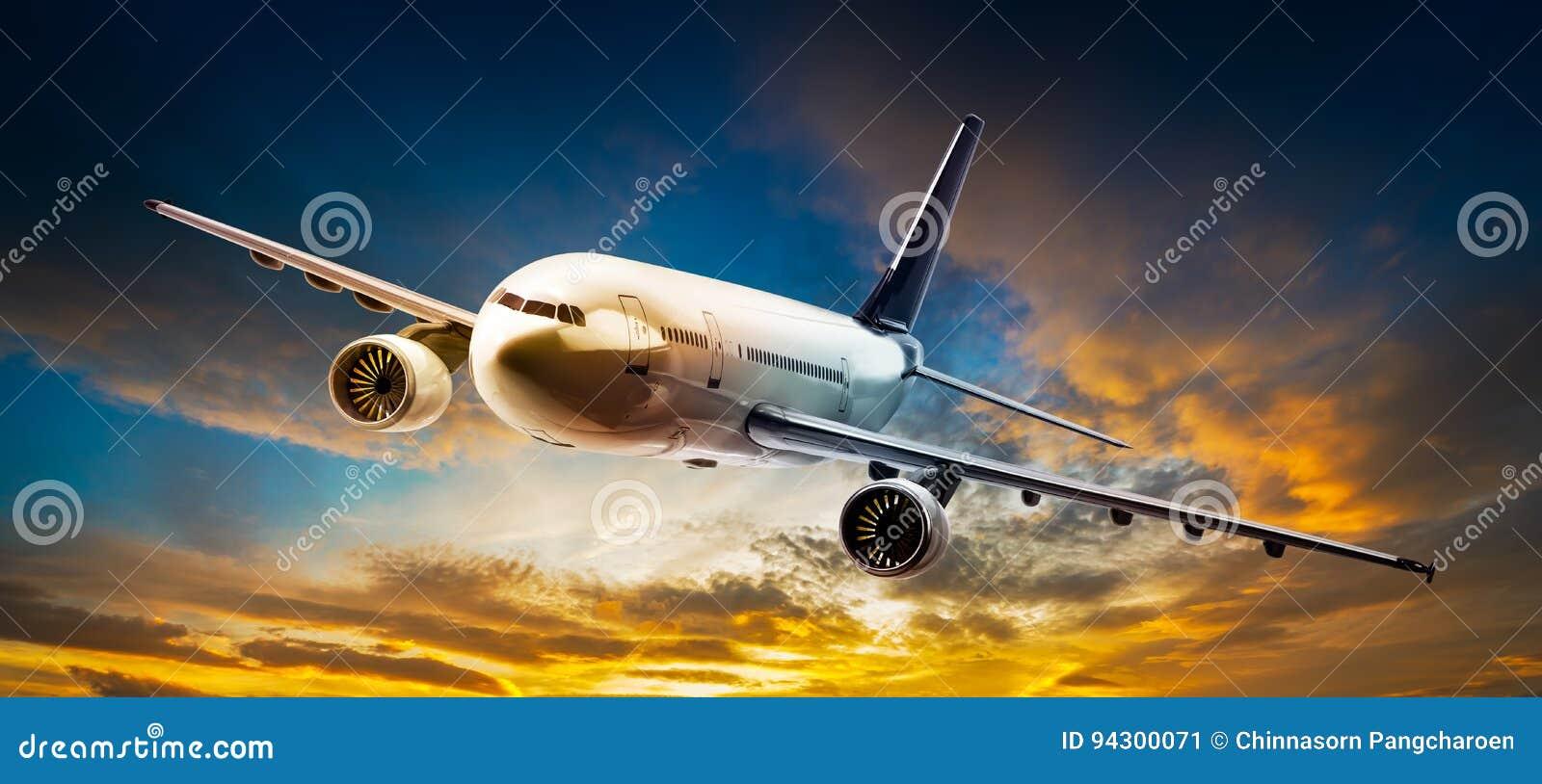 Flygplan på skyen