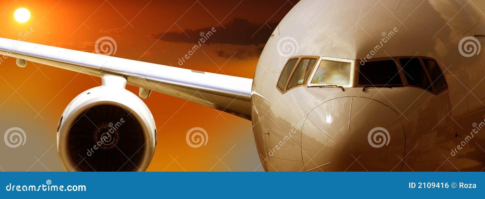 Flygplanflygsolnedgång