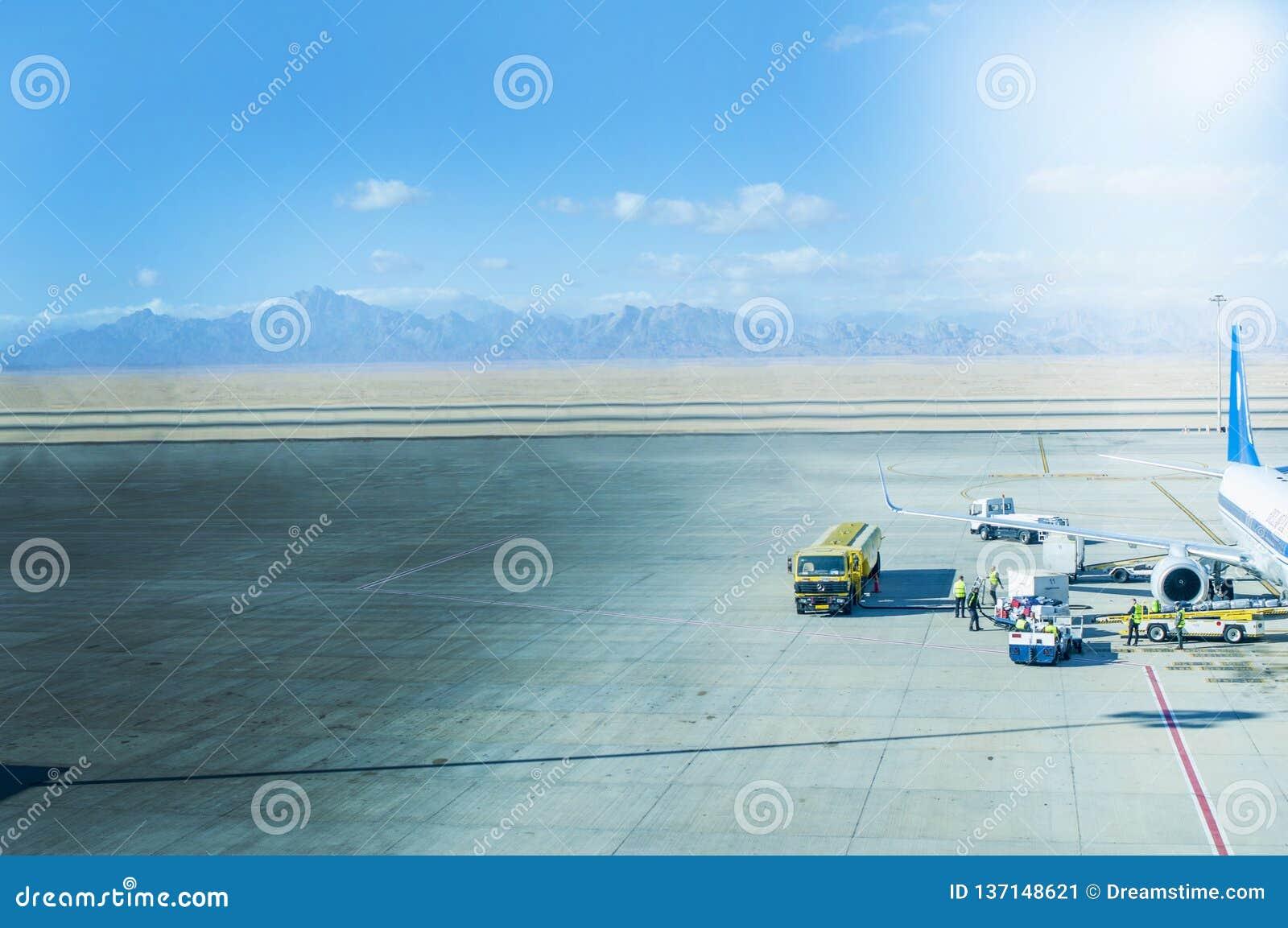 Flygplanjordning som behandlar på flygplatsterminalen