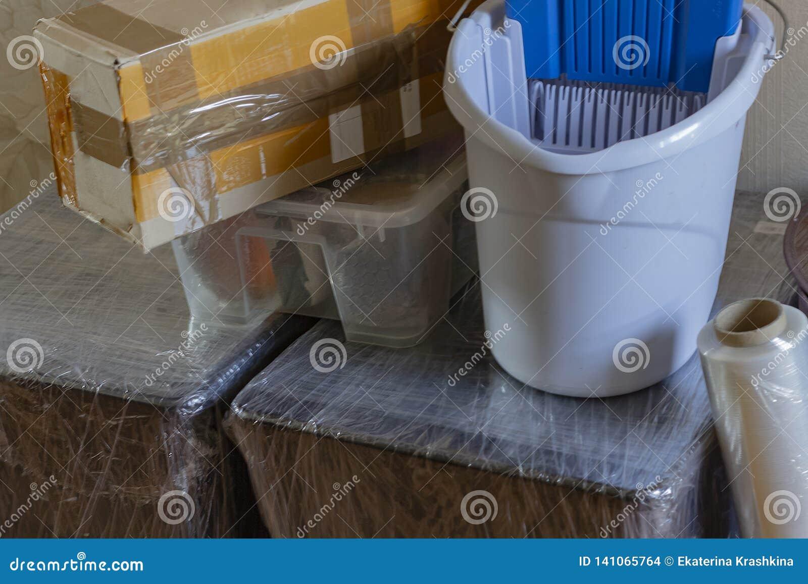 Flytta sig in i ett nytt hus Propert förpacka