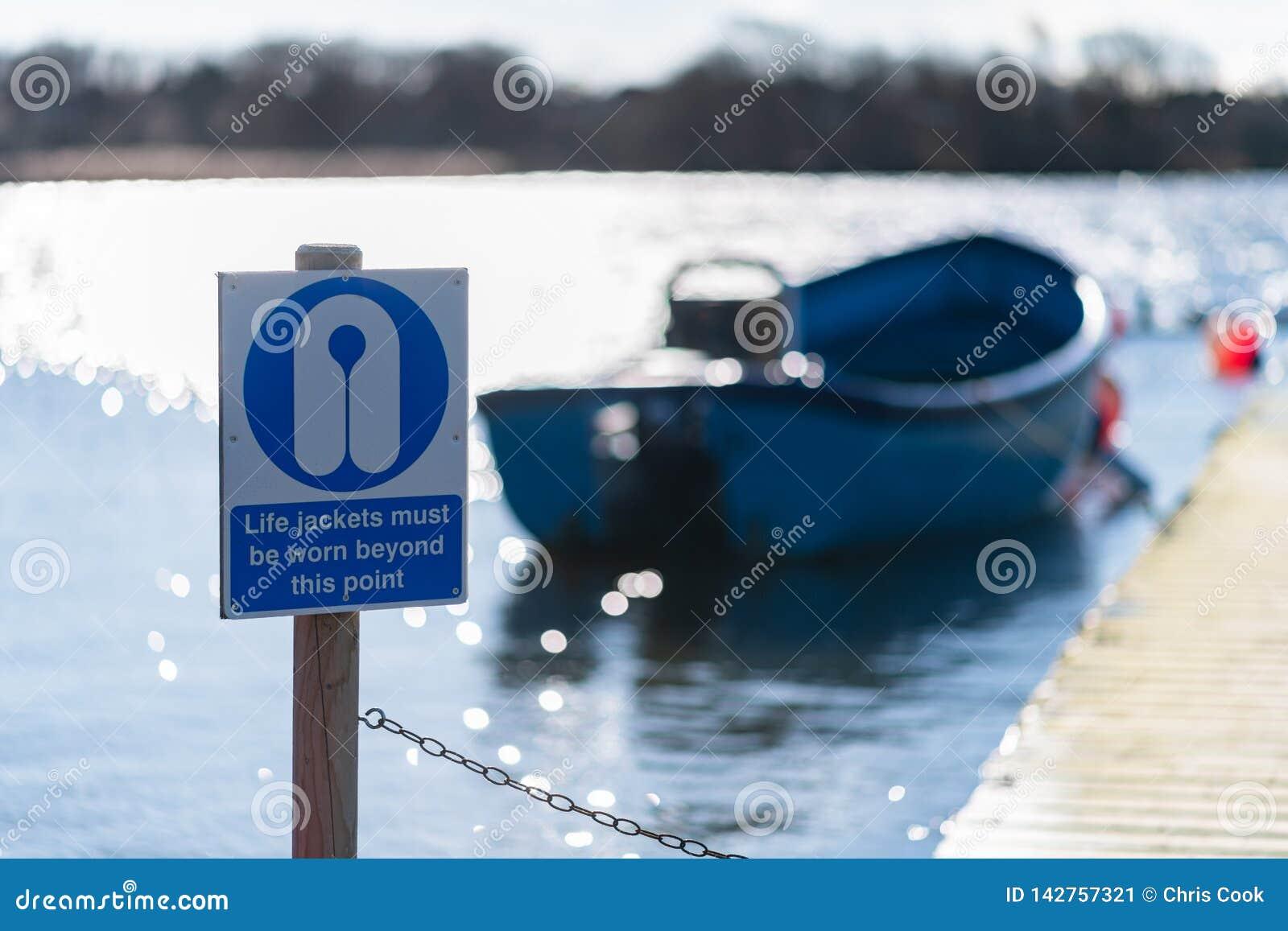 Flytvästar måste vara slitna utöver detta varnande tecken för punkt på bara Hornsea