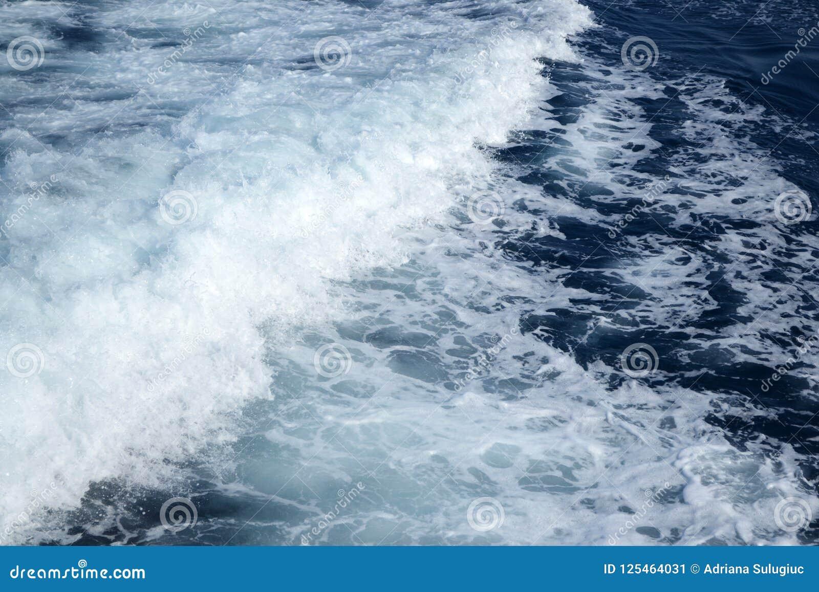 Foamy Ionian morze