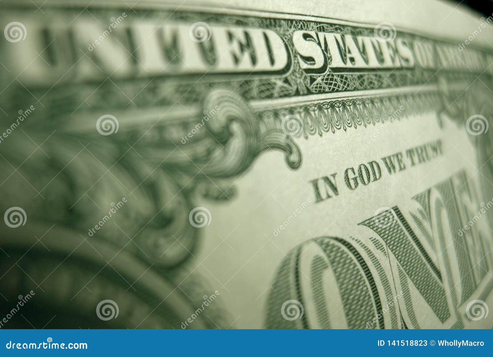 Foco bajo en la palabra 'DIOS 'en la parte de atrás de un pagaré del Tesoro de Federal Reserve