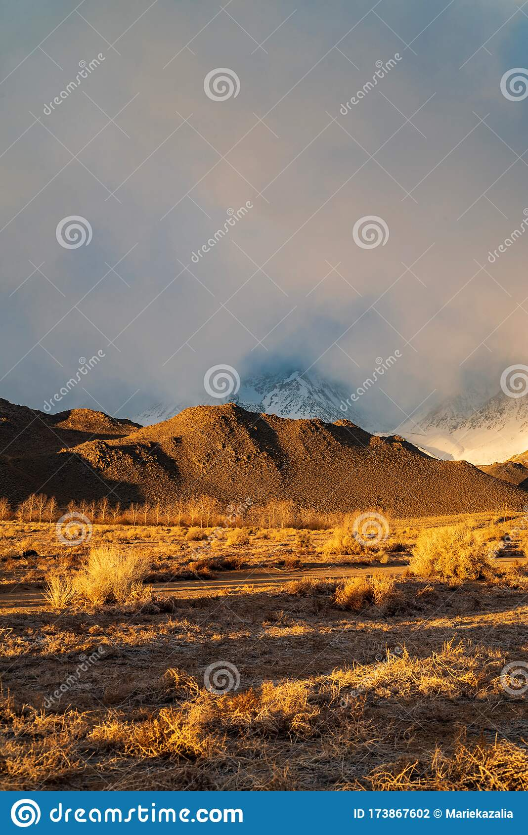 Foggy Misty Clouds In The Sierra Nevada Mountain Range Stock Photo Image Of Desert Mountains 173867602