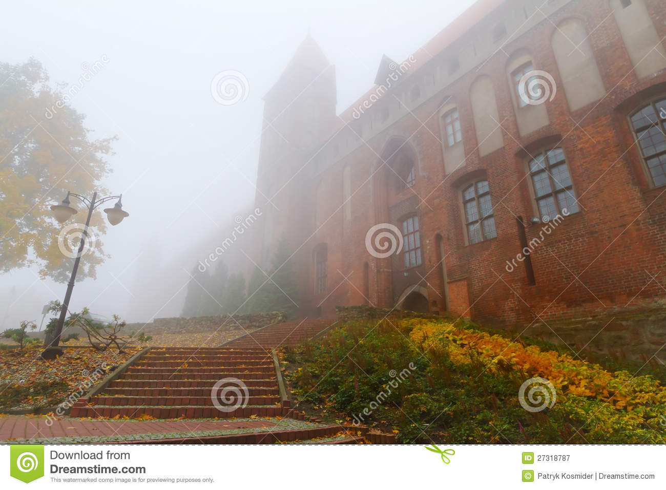 Free stock photography foggy weather at kwidzyn castle and cathedral