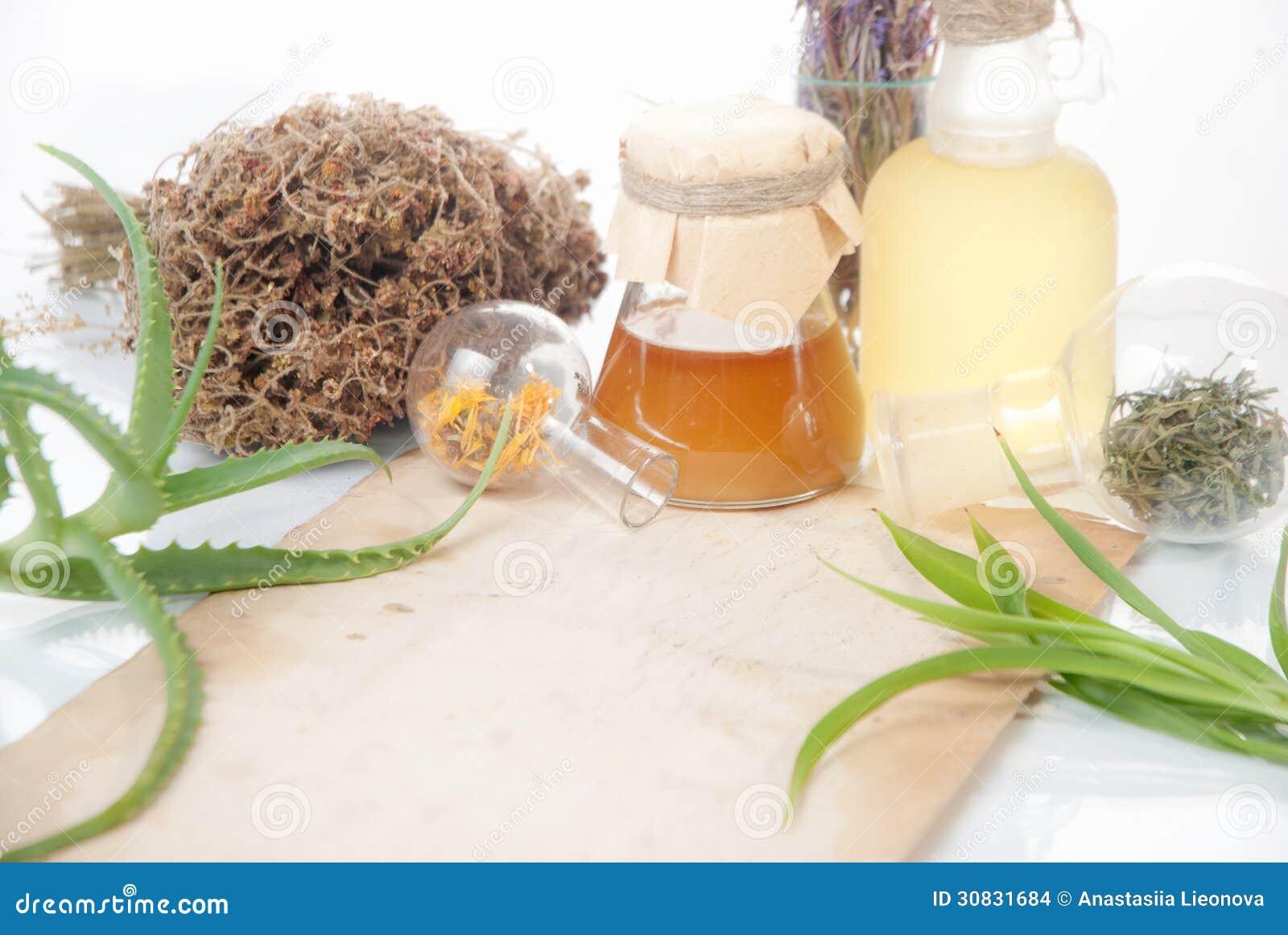 Foglie di Aloea con le erbe