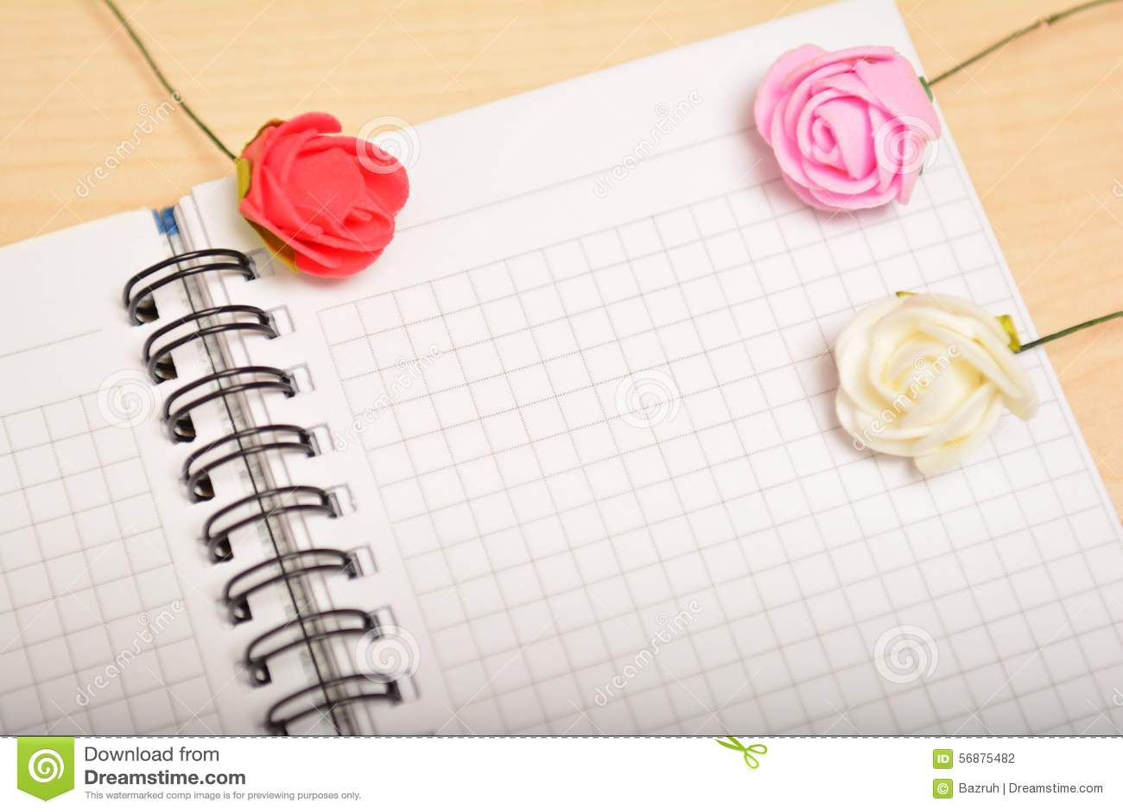Foglio bianco e rose, congratulazione