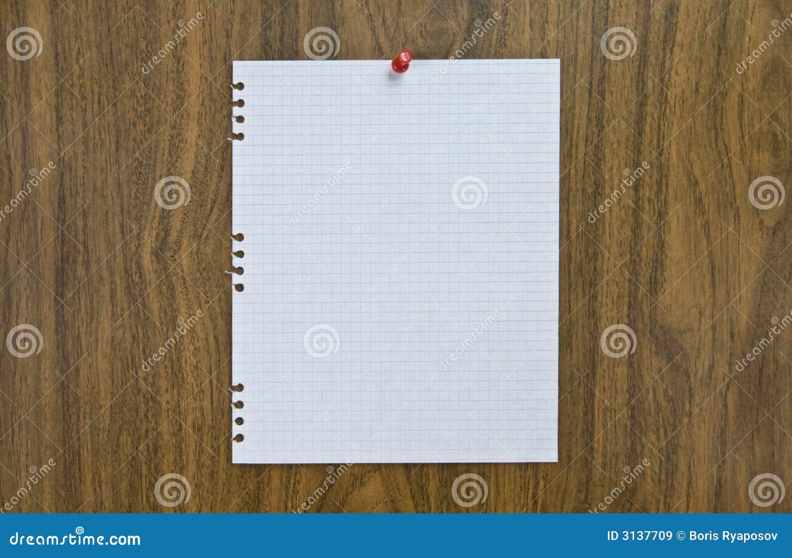 Foglio di carta in bianco sull avviso