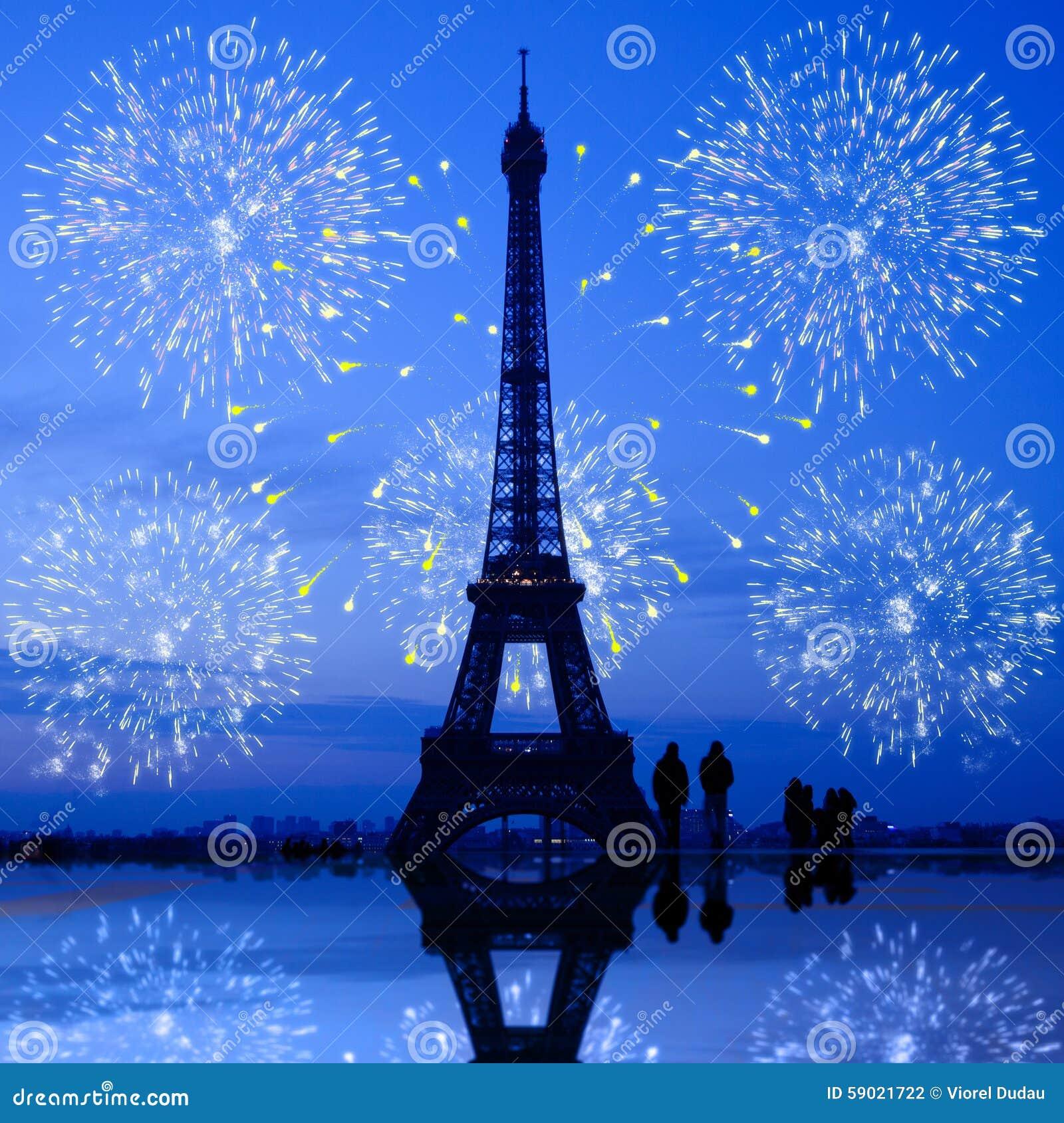 Fogos-de-artifício de Paris na torre Eiffel